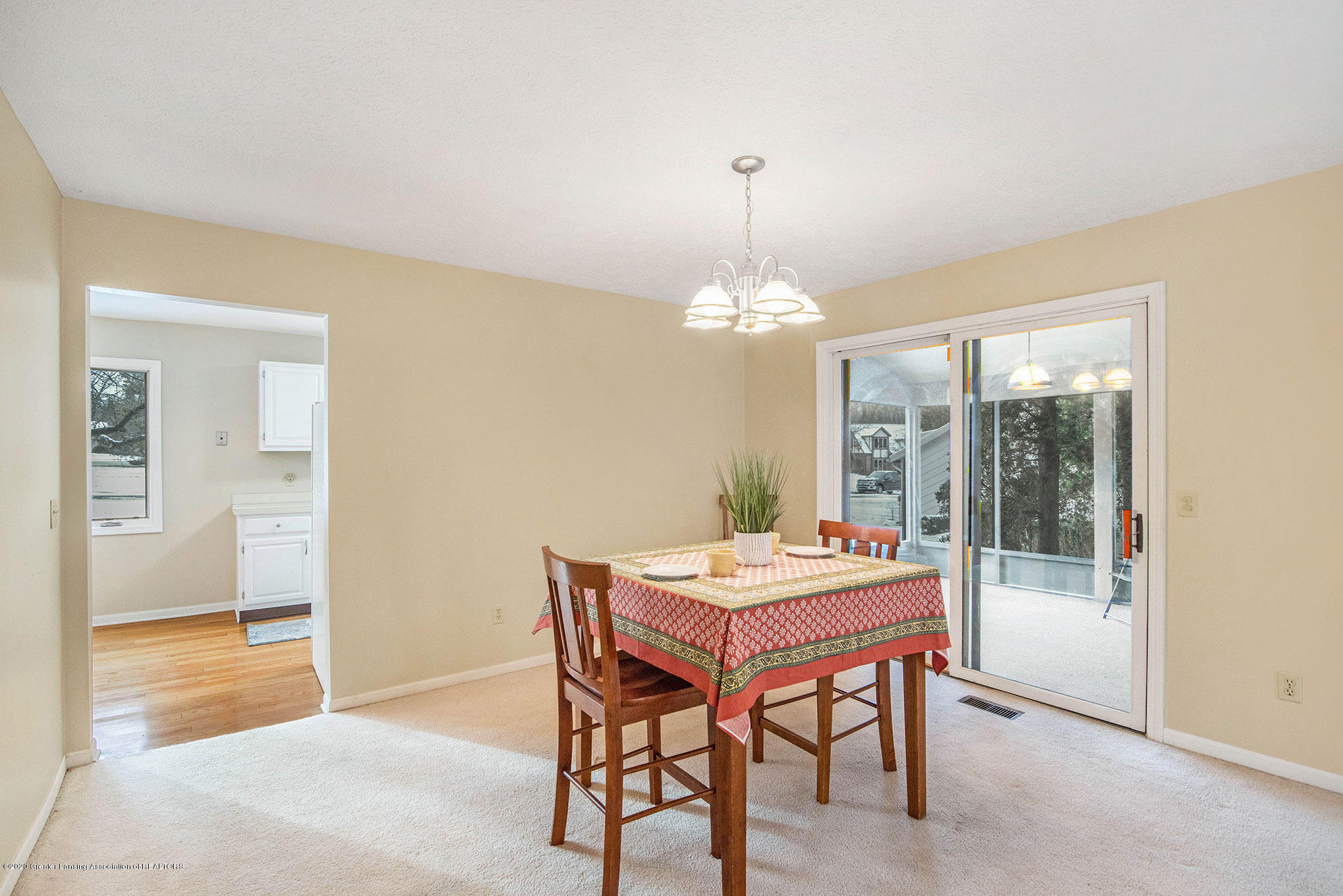 2592 Woodhill Dr - Dining Area - 10
