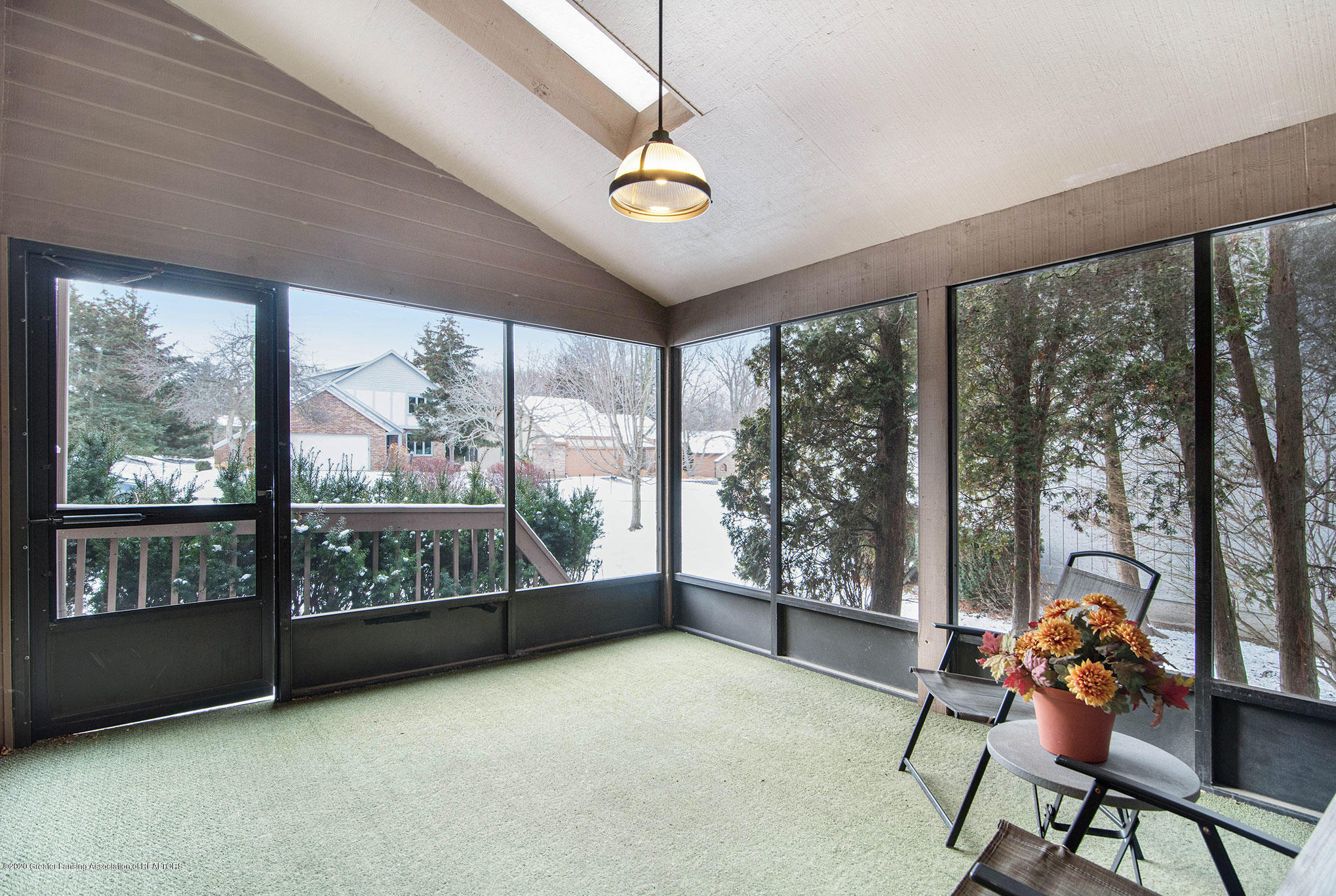 2592 Woodhill Dr - Screened Porch - 11