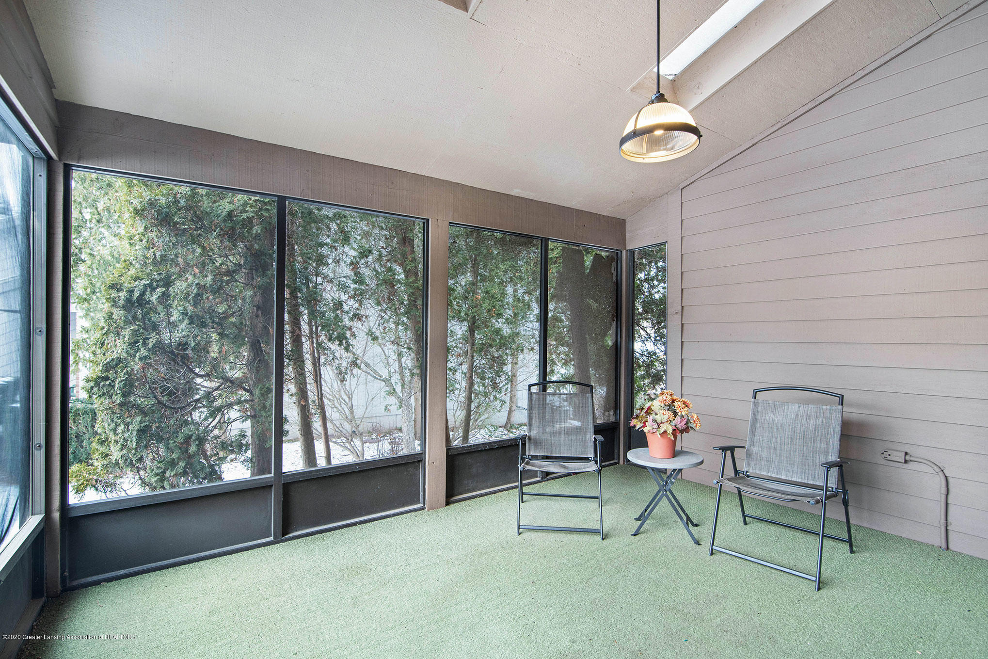 2592 Woodhill Dr - Screened Porch - 12