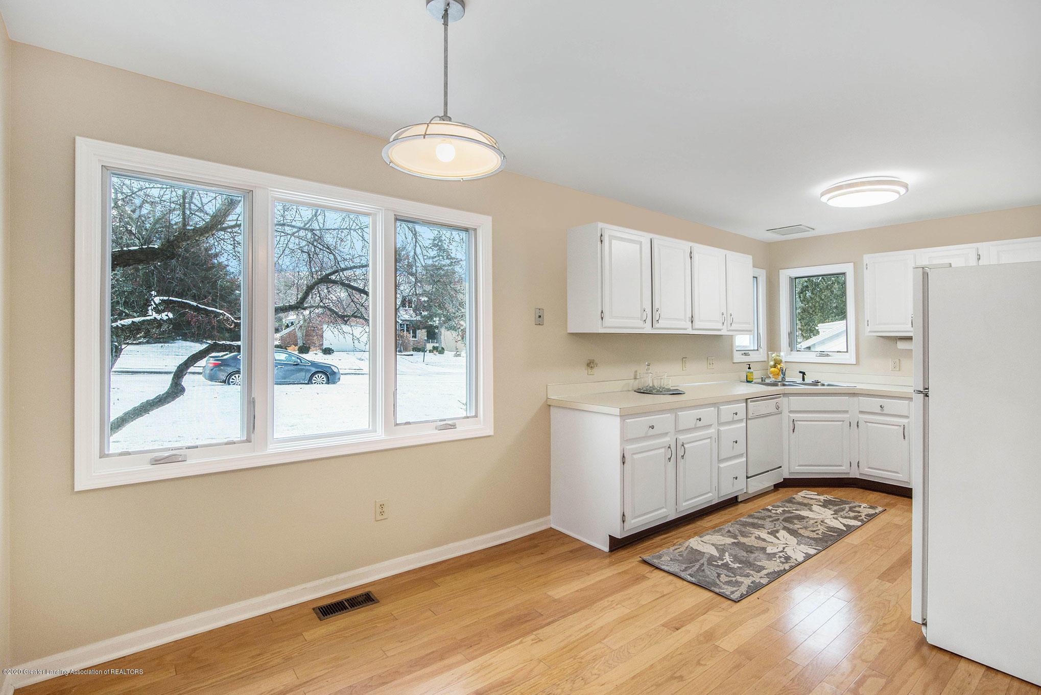 2592 Woodhill Dr - Kitchen - 13