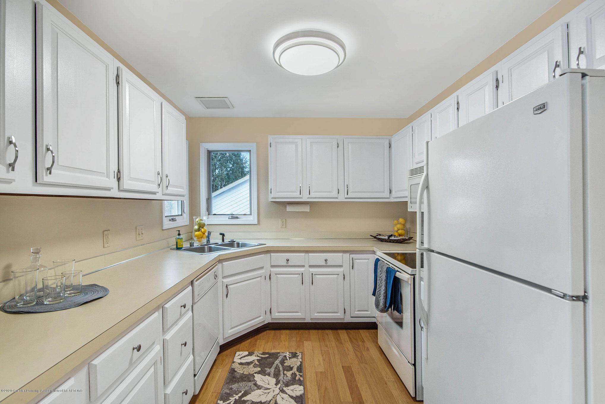 2592 Woodhill Dr - Kitchen - 14