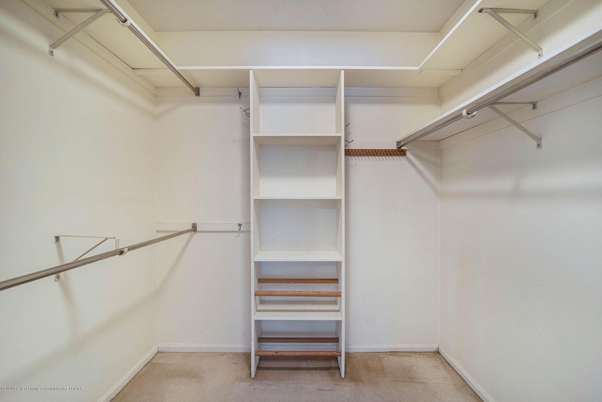 2592 Woodhill Dr - Closet - 16
