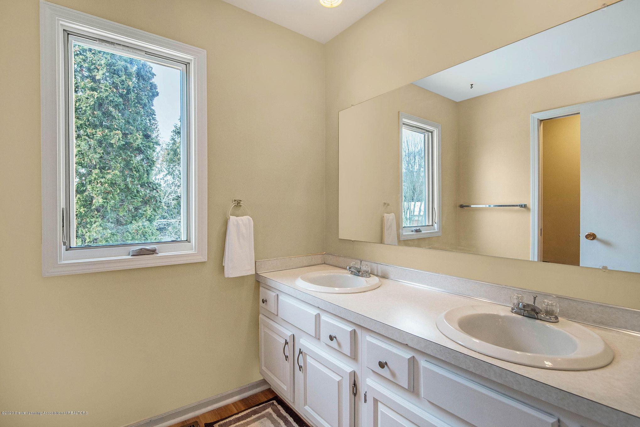 2592 Woodhill Dr - Bathroom - 17