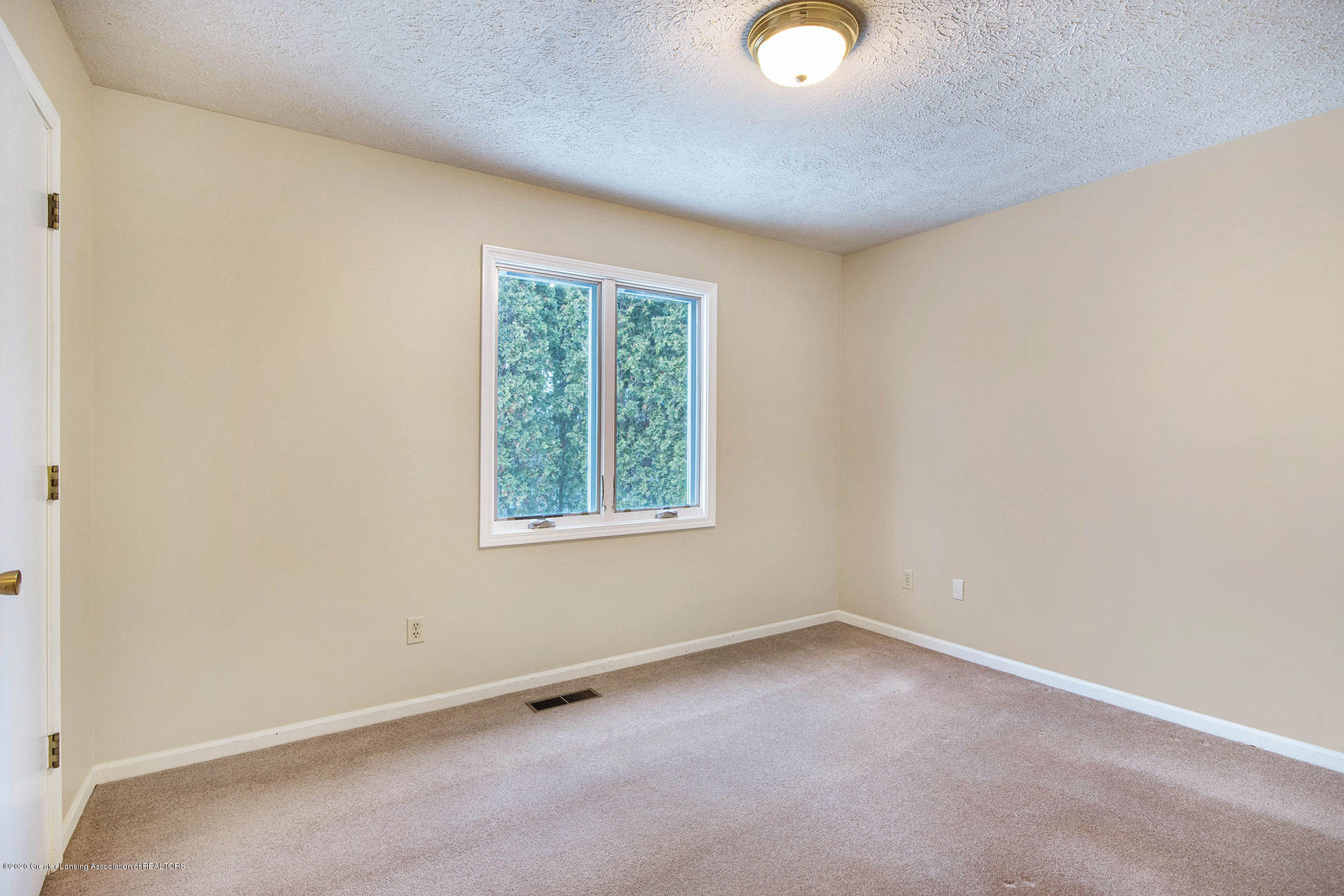 2592 Woodhill Dr - Bedroom - 18