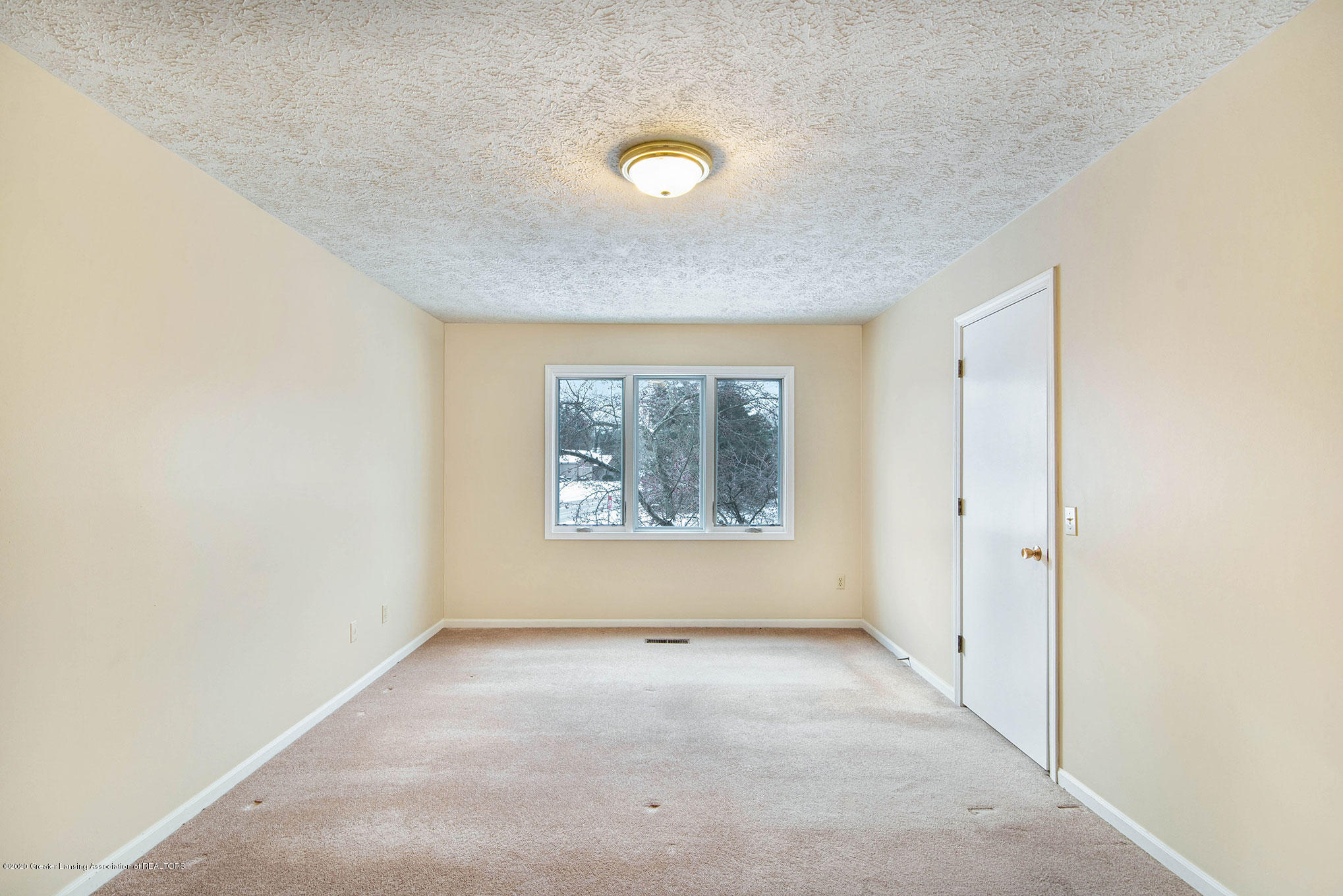 2592 Woodhill Dr - Bedroom - 20