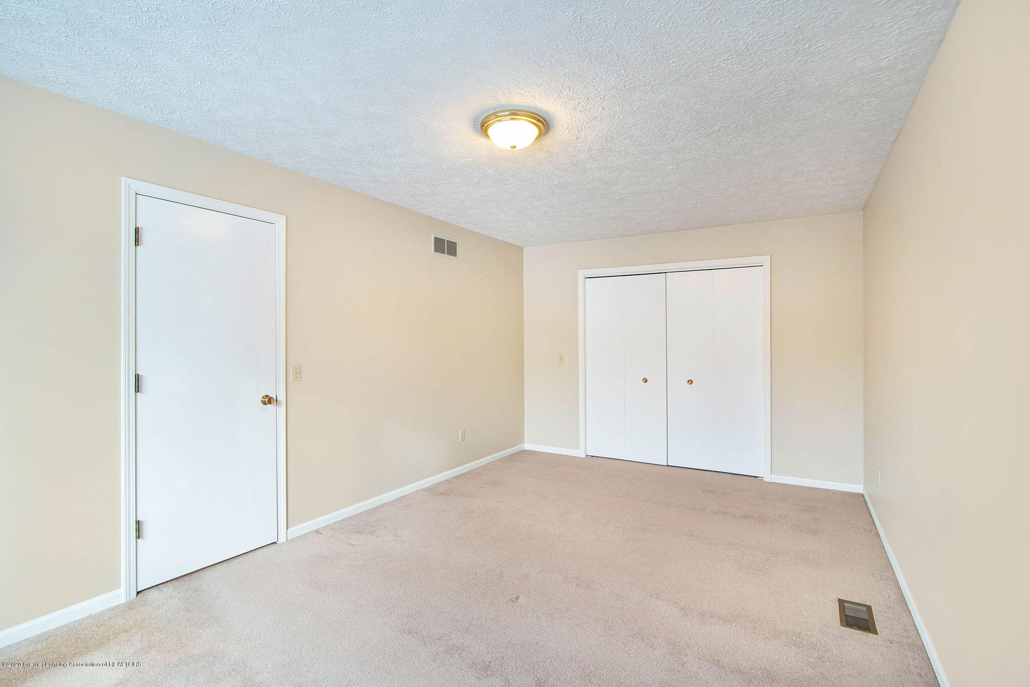 2592 Woodhill Dr - Bedroom - 21