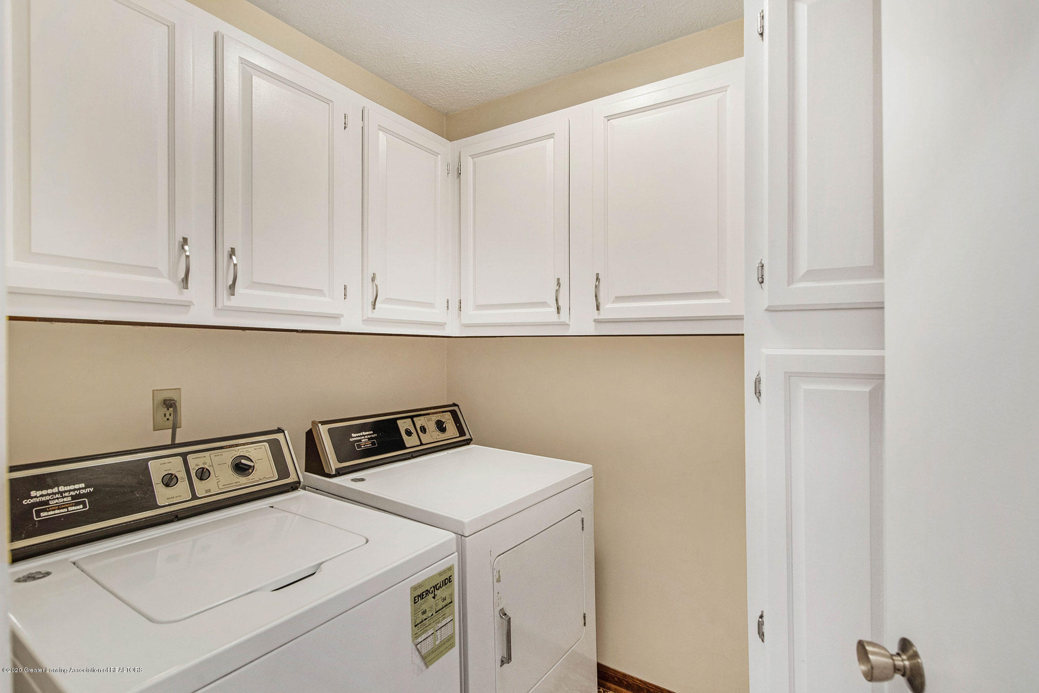 2592 Woodhill Dr - Laundry Room - 23