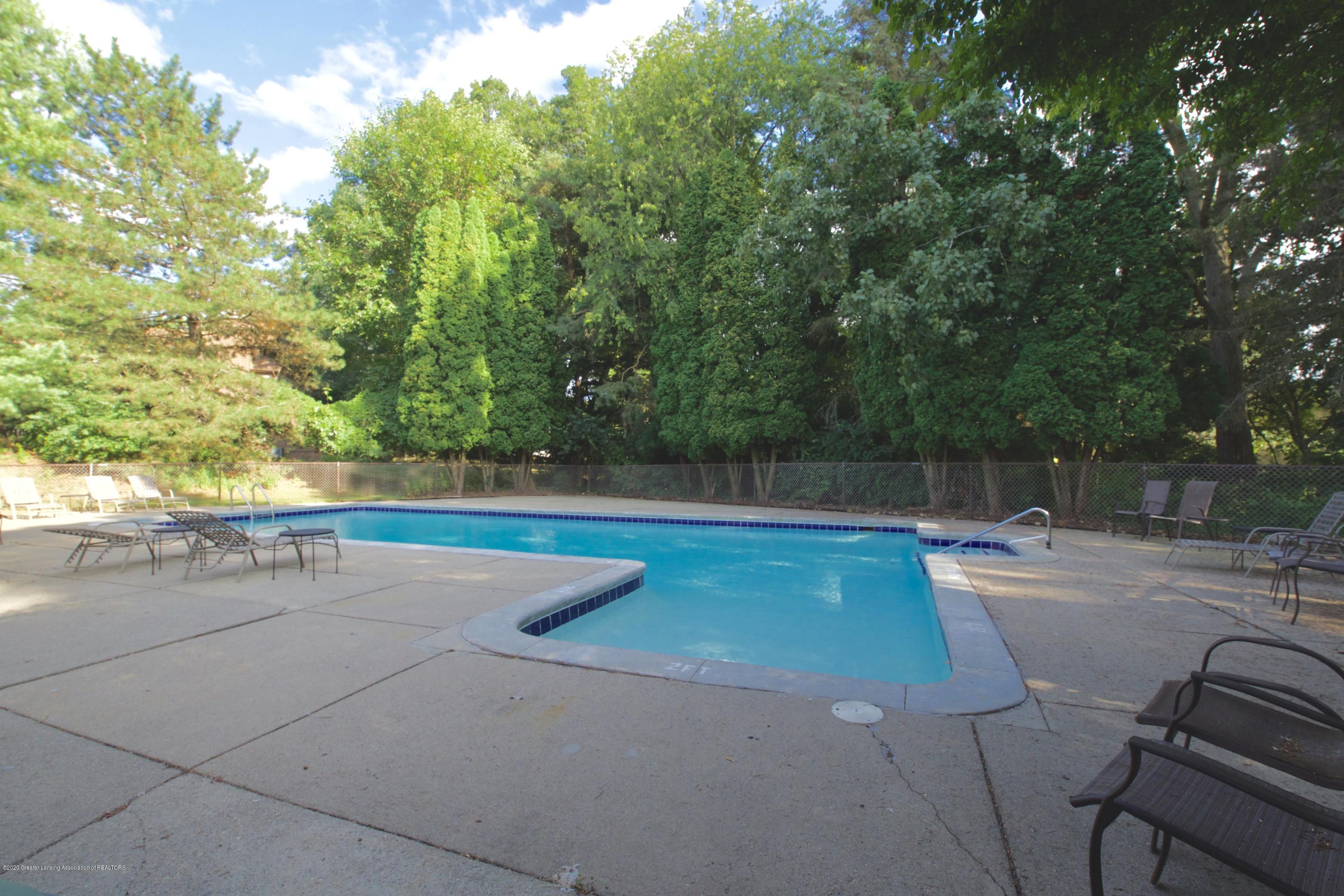 2592 Woodhill Dr - Pool Area - 33