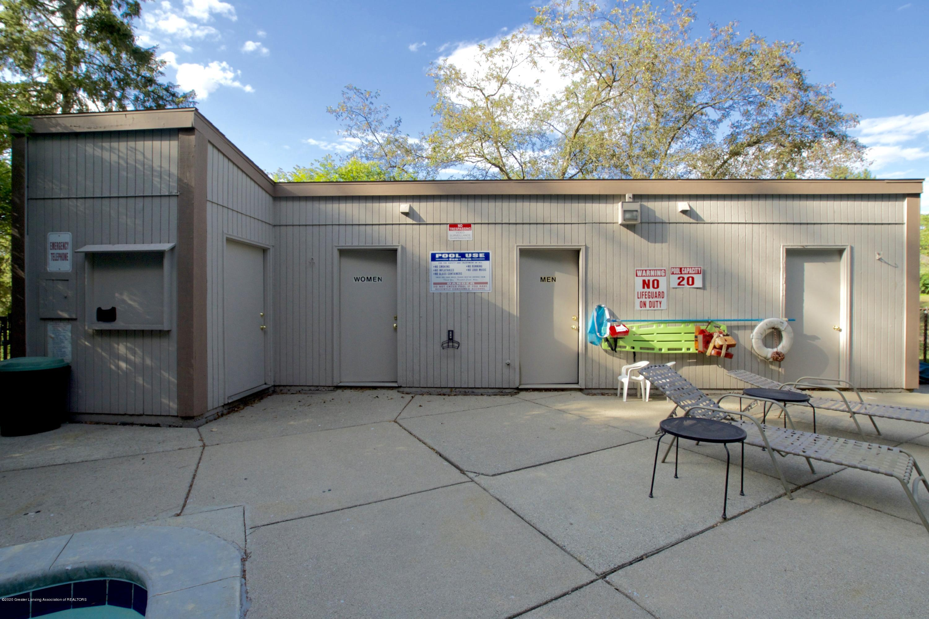 2592 Woodhill Dr - Pool Area - 35