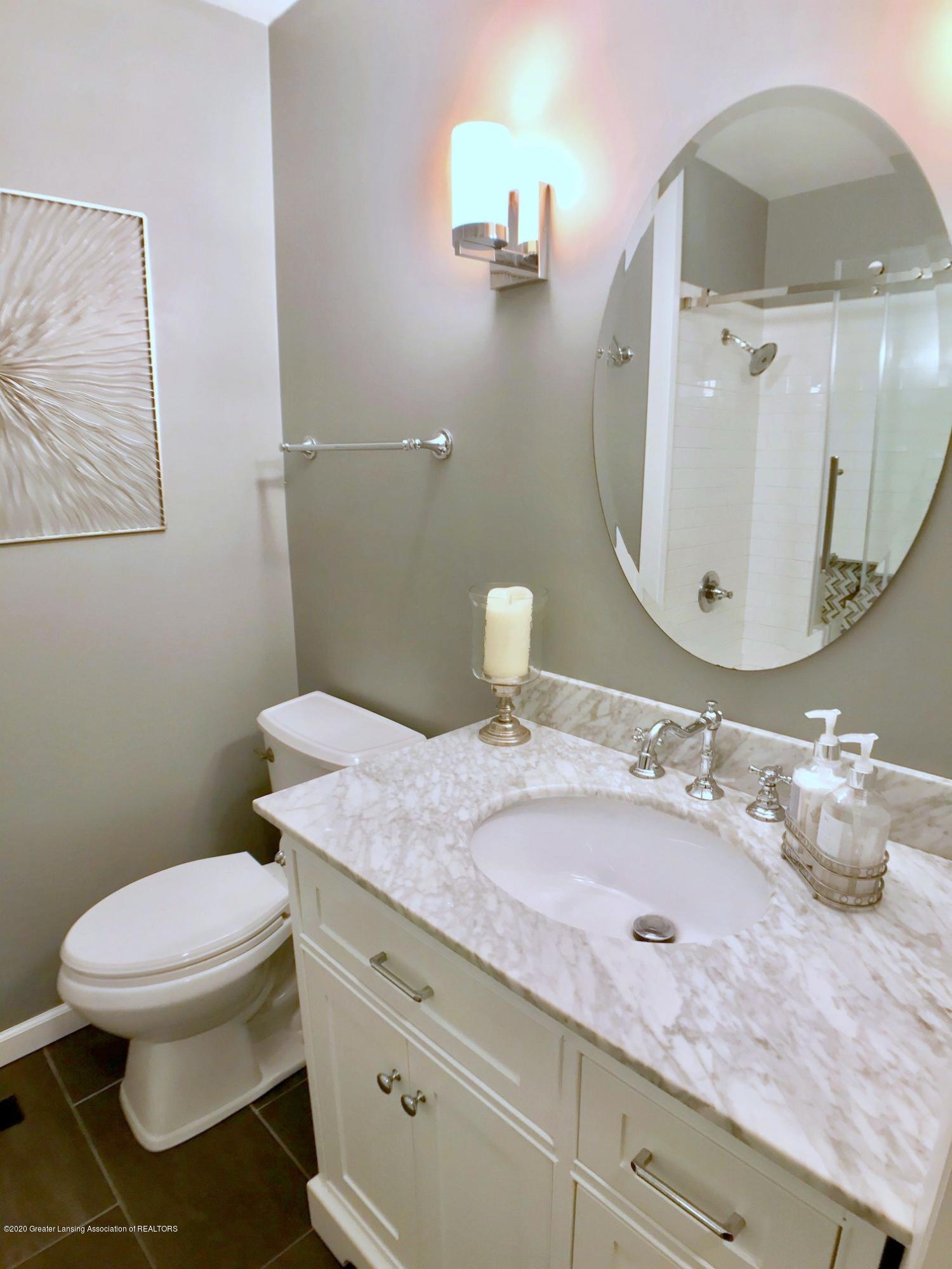 1017 Delridge Rd - full bath - 19