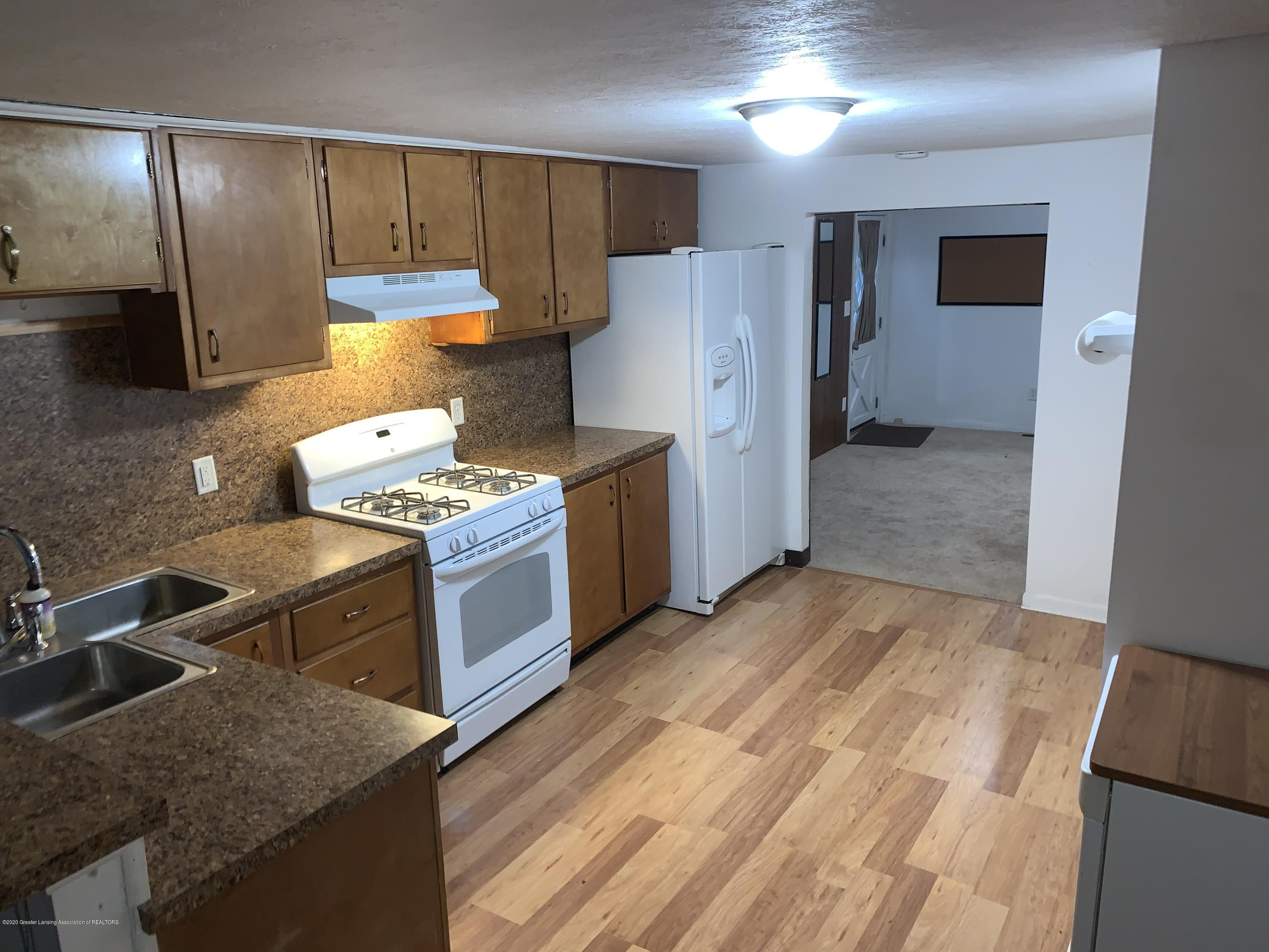 6172 Porter Ave - Kitchen - 10