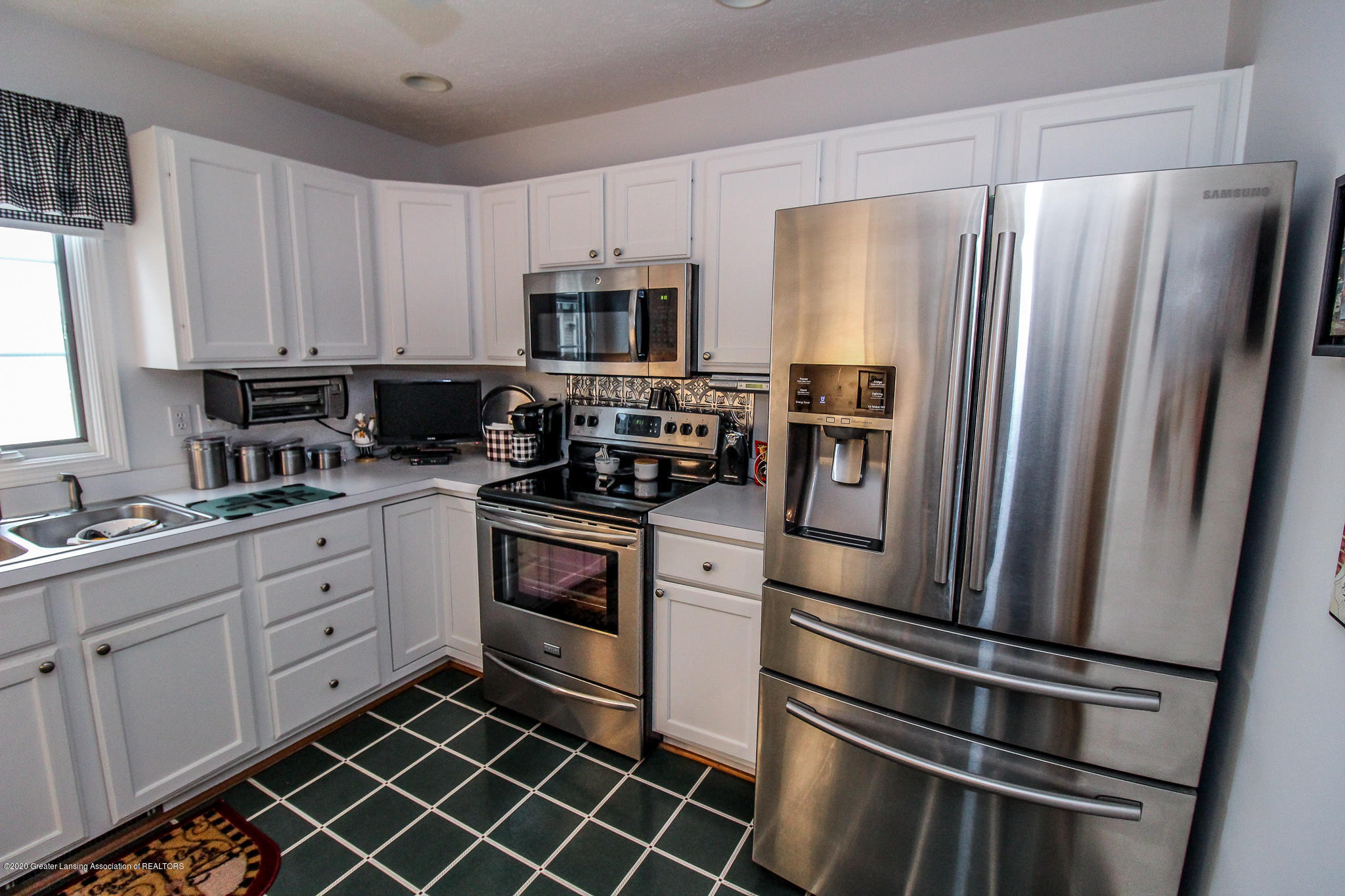 516 Cherbourg Dr - Kitchen - 12