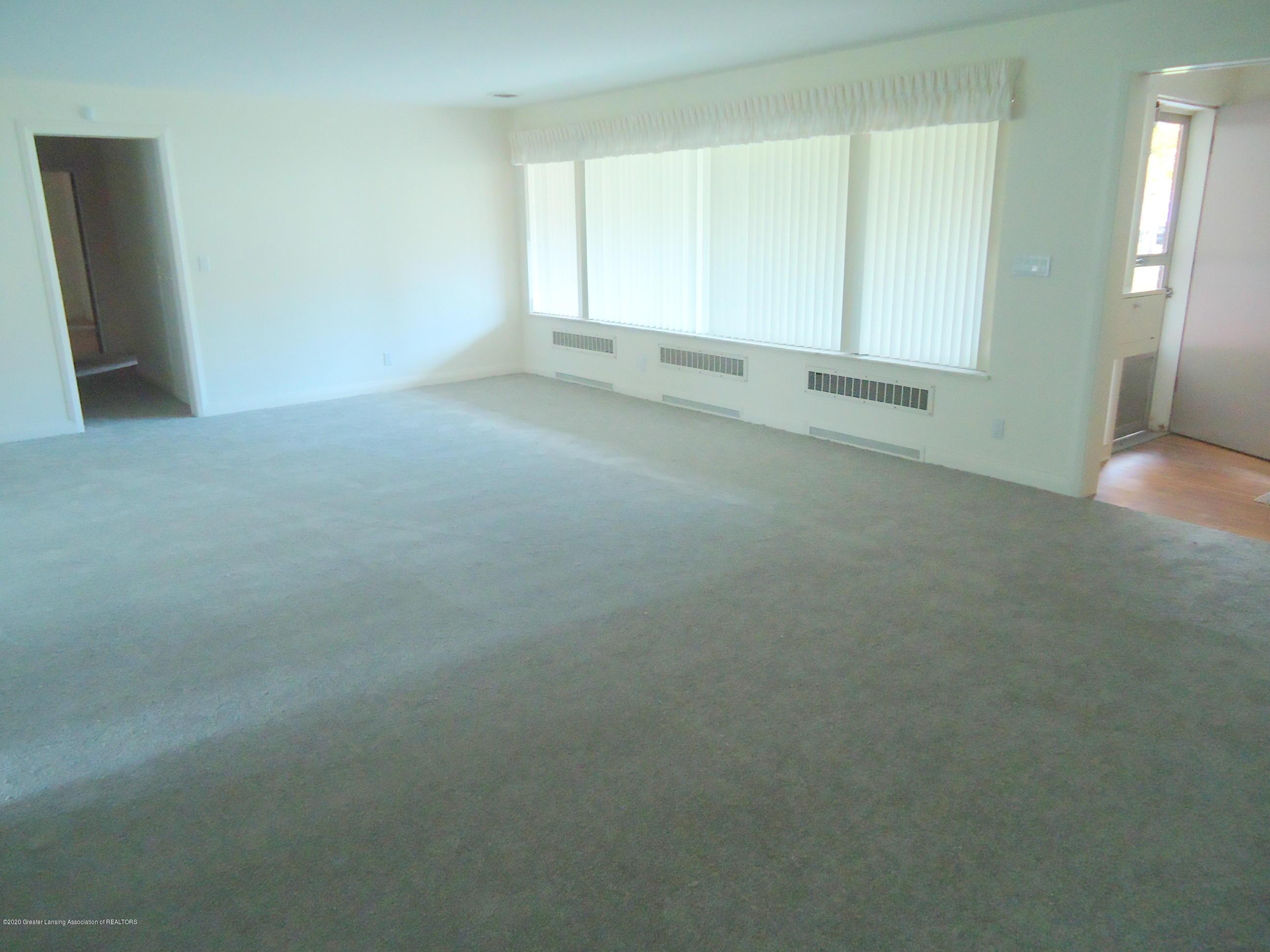 333 S Sheldon St - Living Room - 11