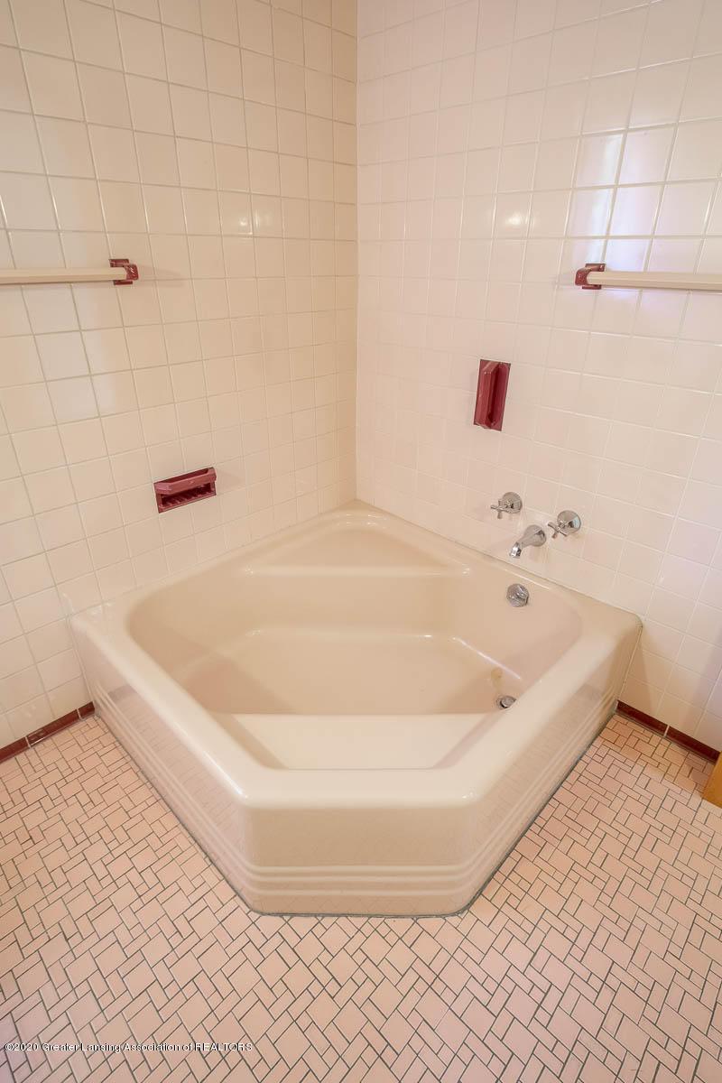 333 S Sheldon St - Main Bath - 41