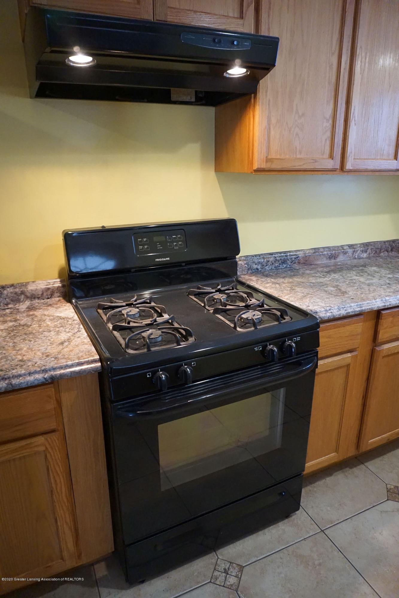 9321 Oakdale Dr - Newer Nat. Gas Stove - 5