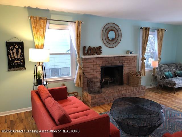 2697 Linden St - Living Room - 14