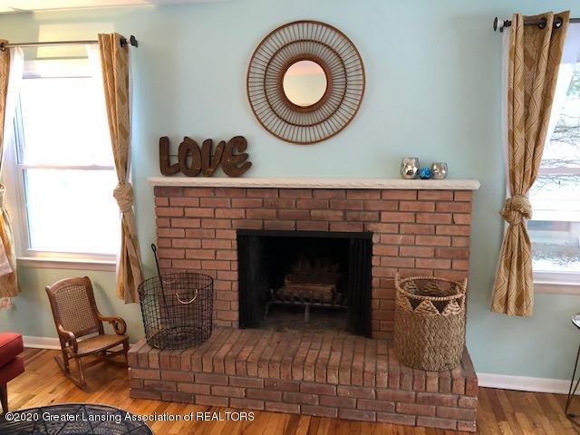 2697 Linden St - Fireplace - 18
