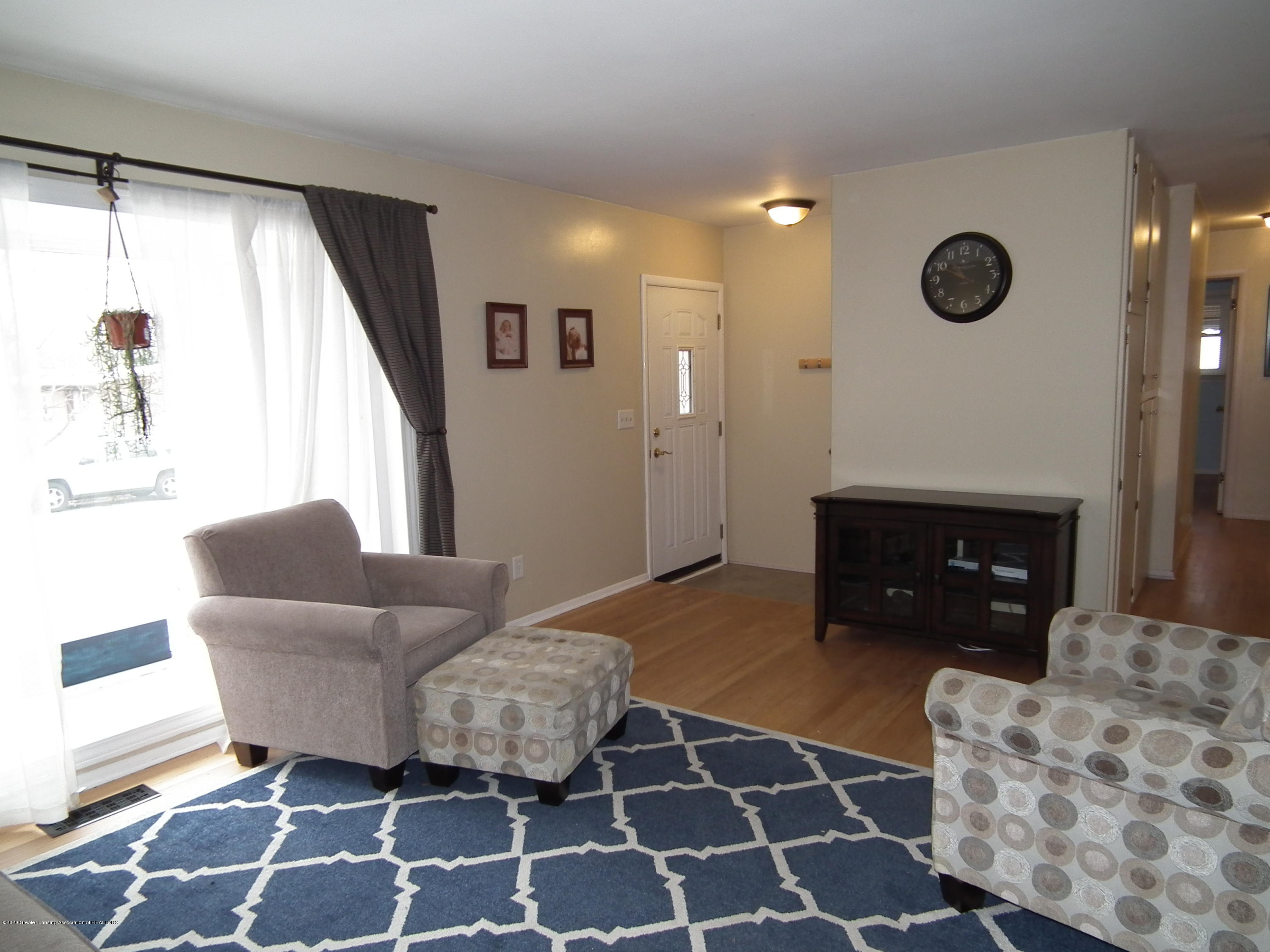 1609 N Hayford Ave - Living room a - 2