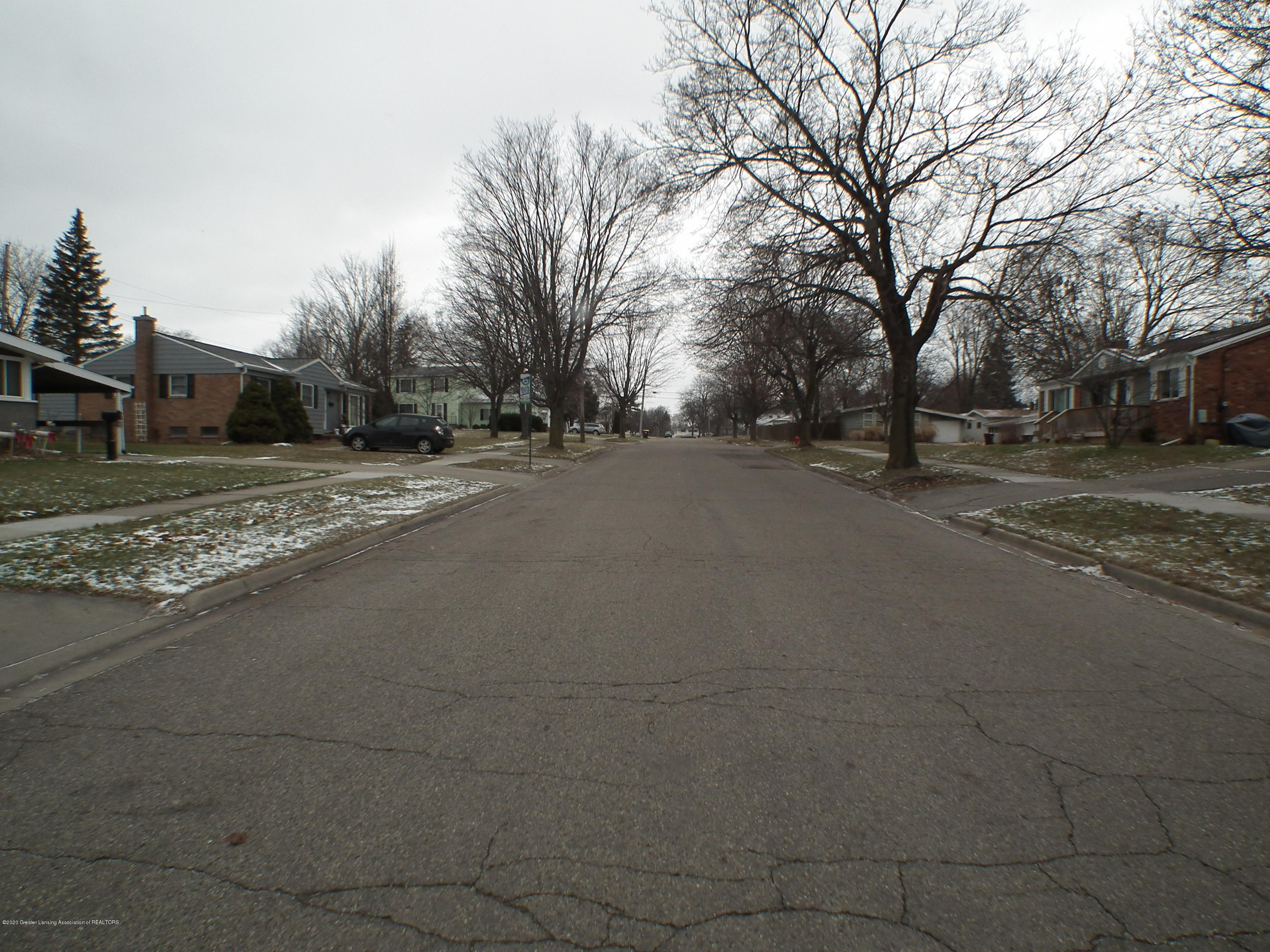 1609 N Hayford Ave - Street View with bus stop - 29
