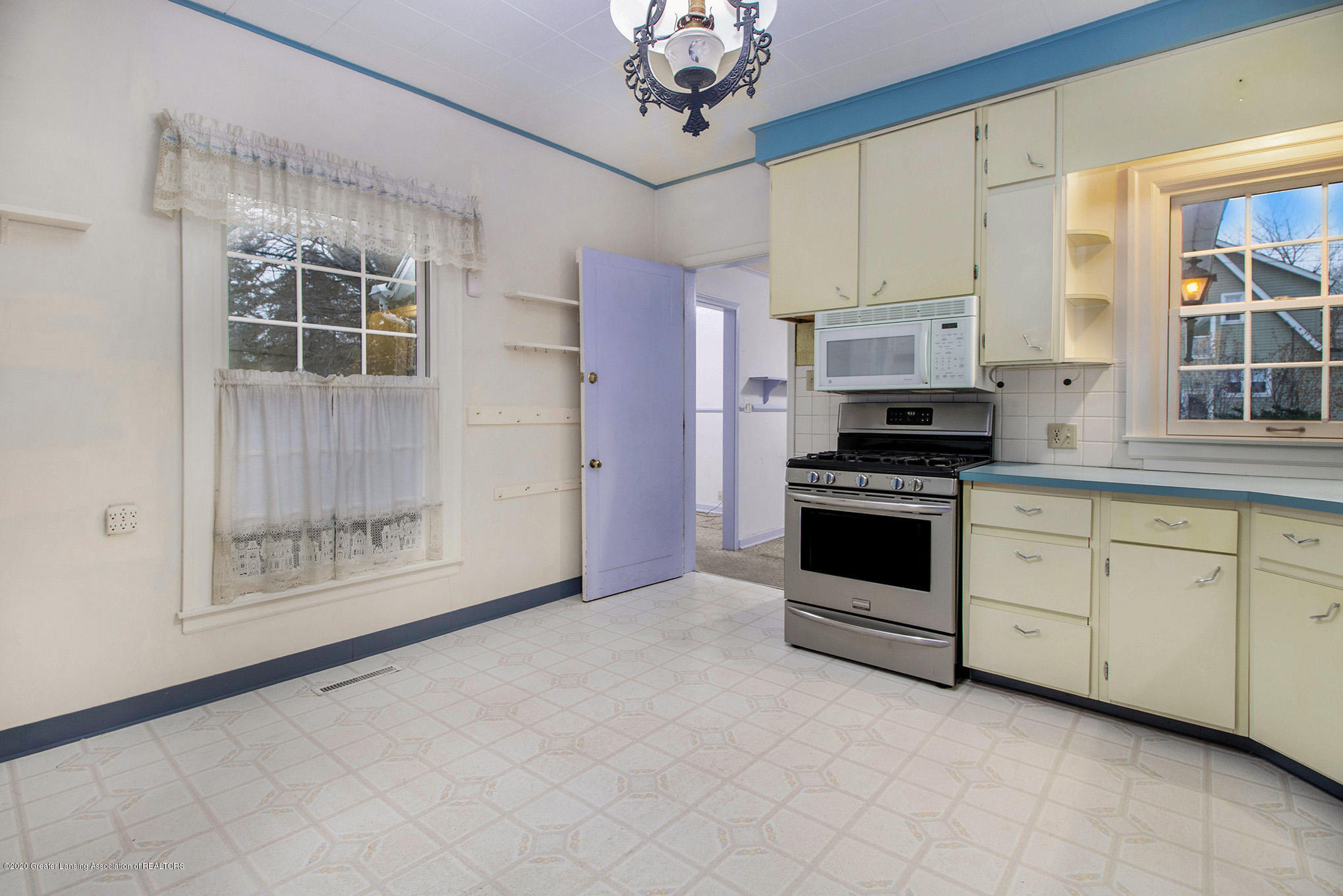 320 W Harris St - Kitchen - 13