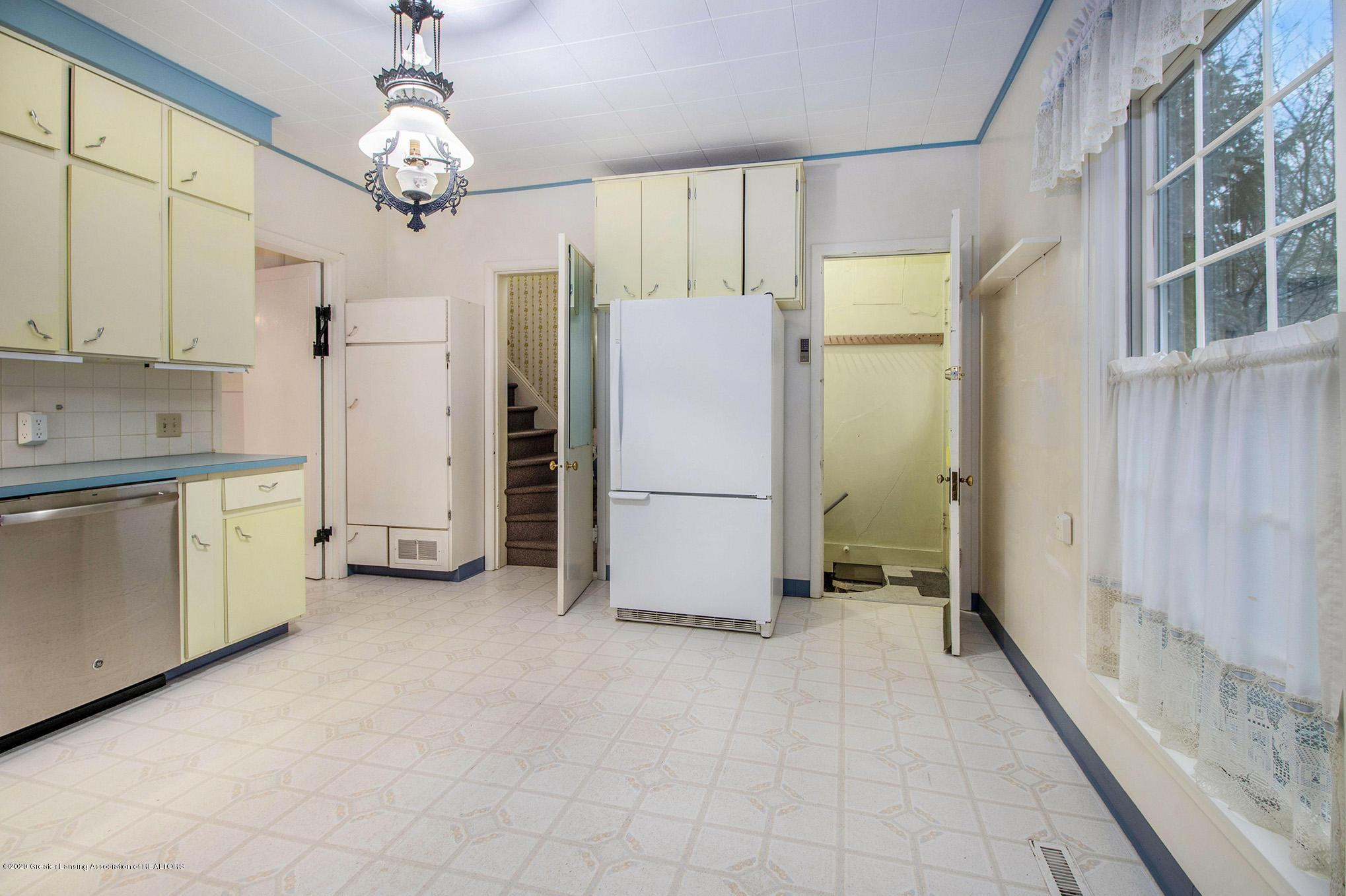 320 W Harris St - Kitchen - 14