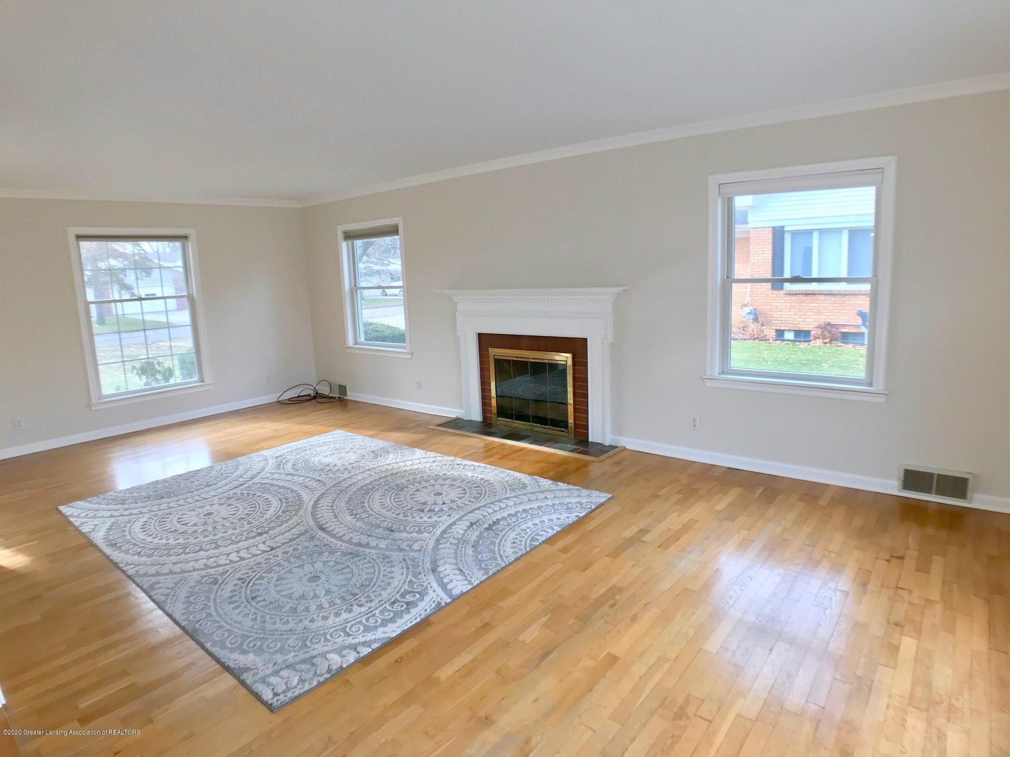 2800 N Cambridge Rd - Living Room - 5