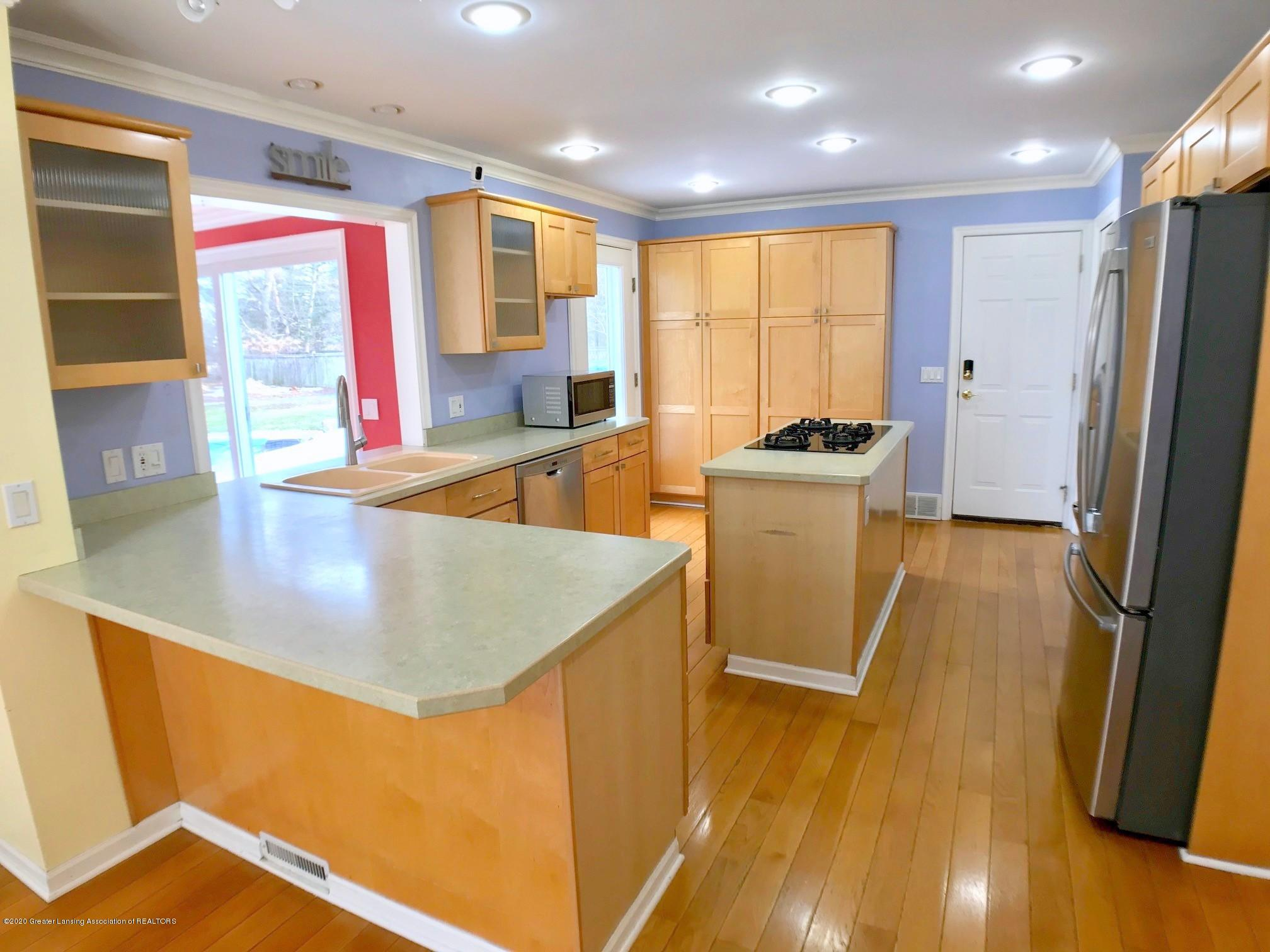 2800 N Cambridge Rd - Kitchen - 8