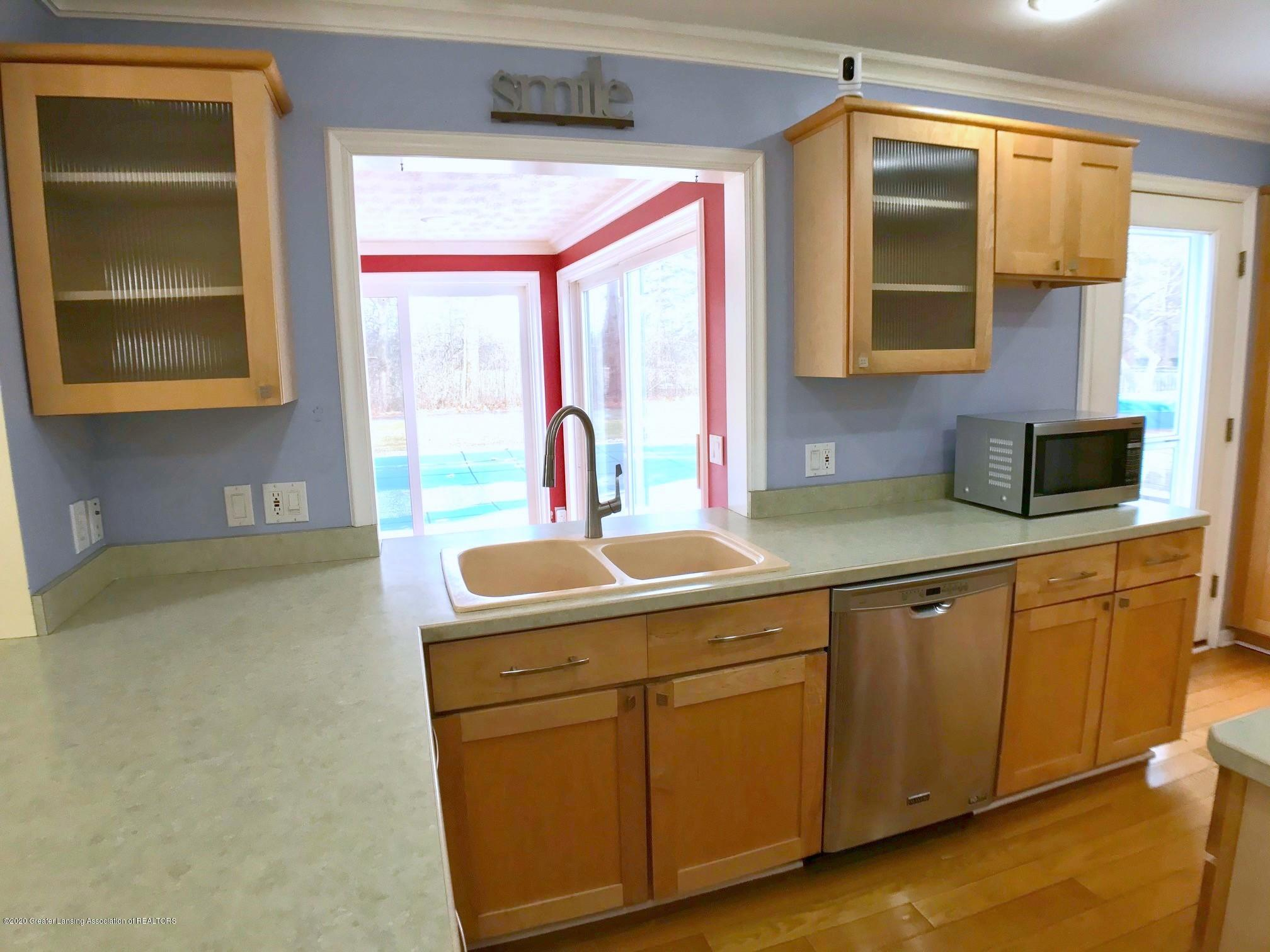 2800 N Cambridge Rd - Kitchen - 11