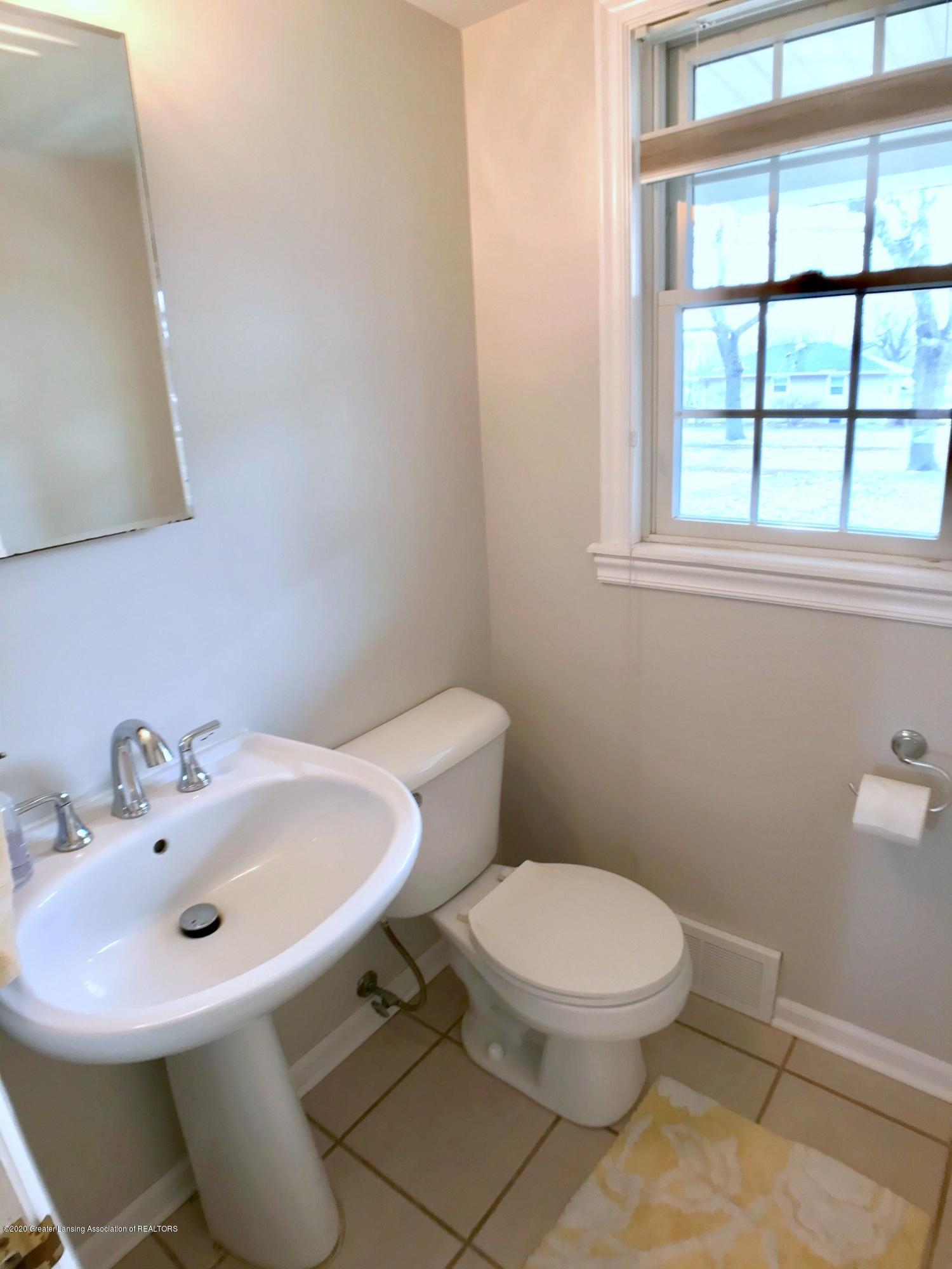 2800 N Cambridge Rd - First Floor Half Bath - 14