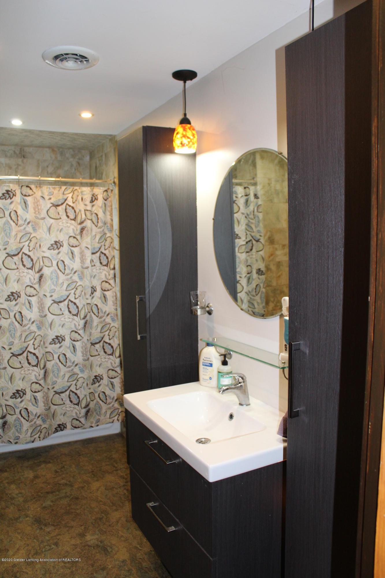 3570 Webberville Rd - bathroom - 24