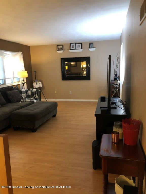 3381 Skyway Dr - LR 2 - 6