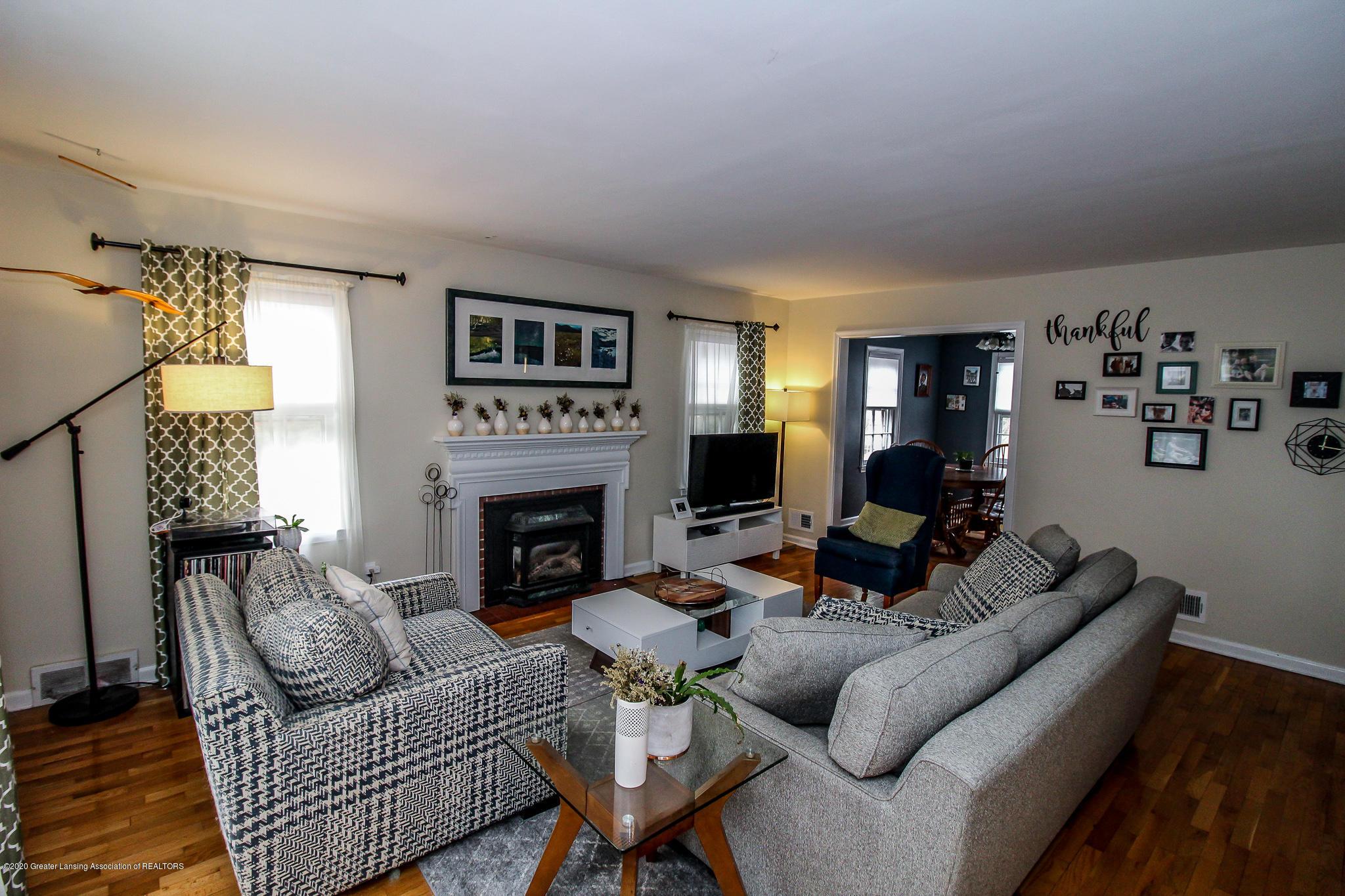 519 Kedzie St - living room - 3