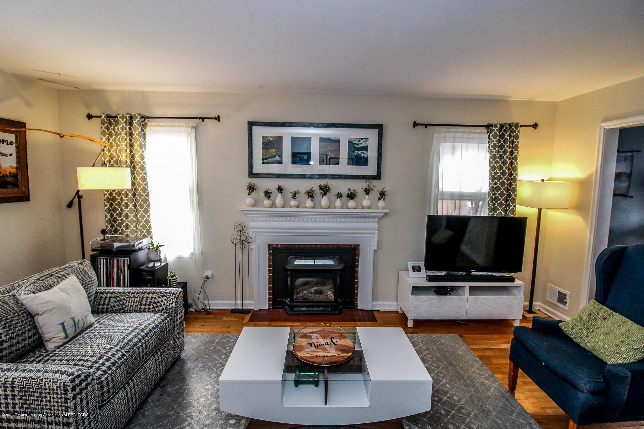 519 Kedzie St - living room - 4