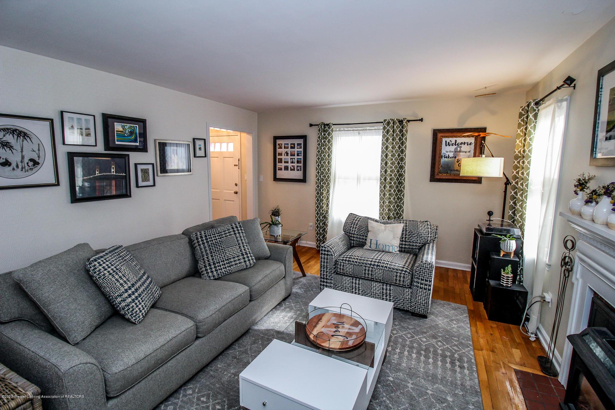 519 Kedzie St - living room - 6