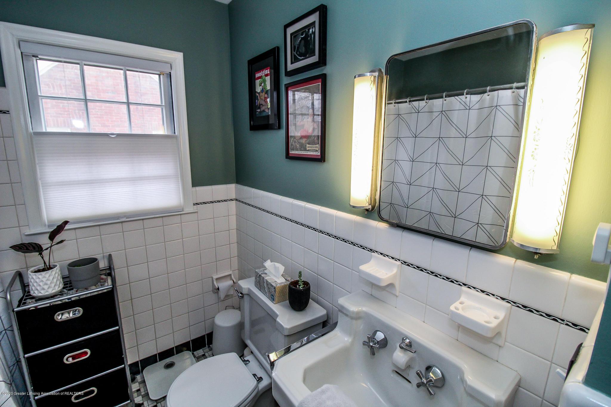 519 Kedzie St - first floor bath - 17
