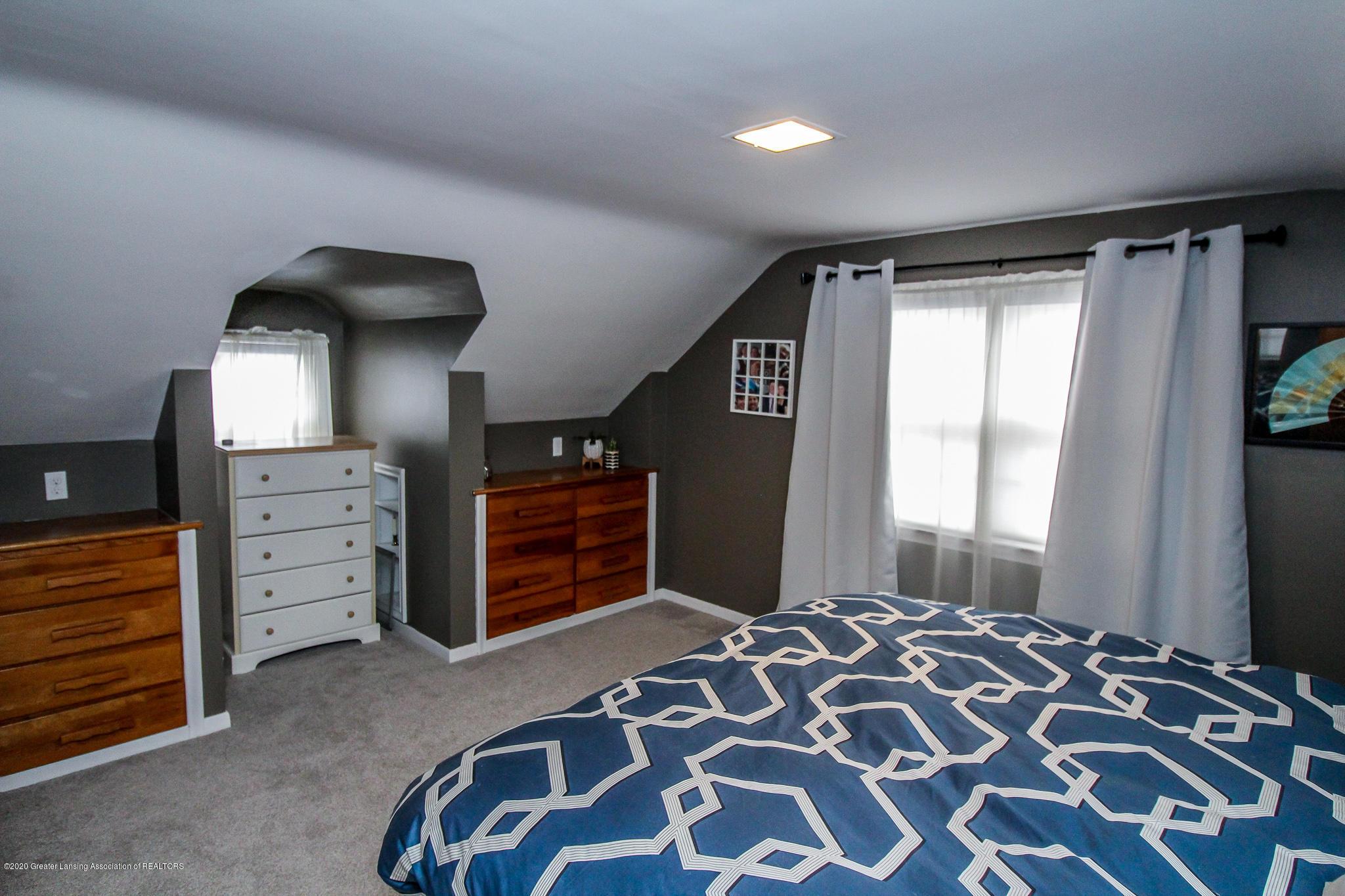 519 Kedzie St - upstairs bedroom - 23