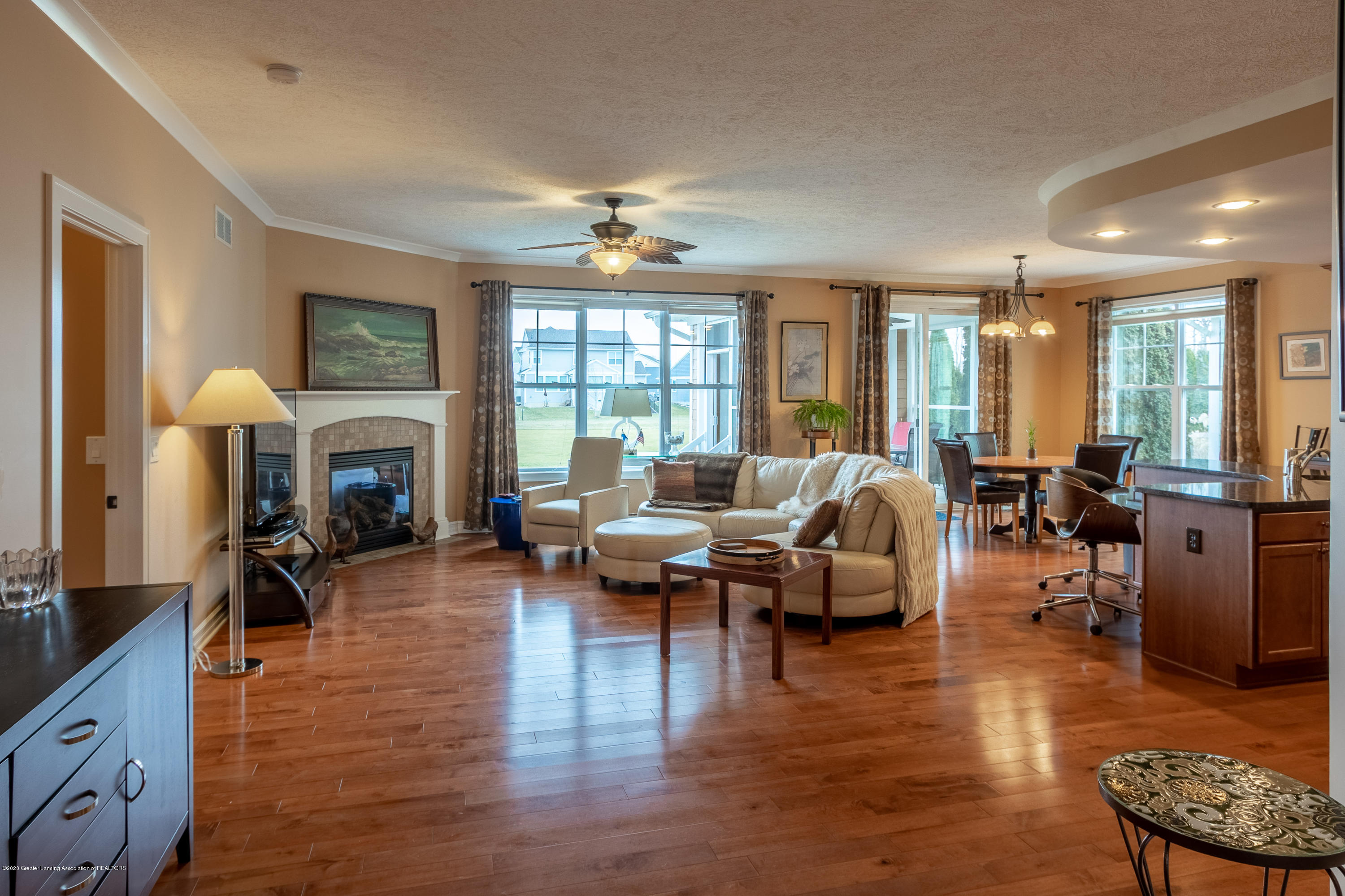 3852 Zaharas Ln - Living Room and Dining Area - 17