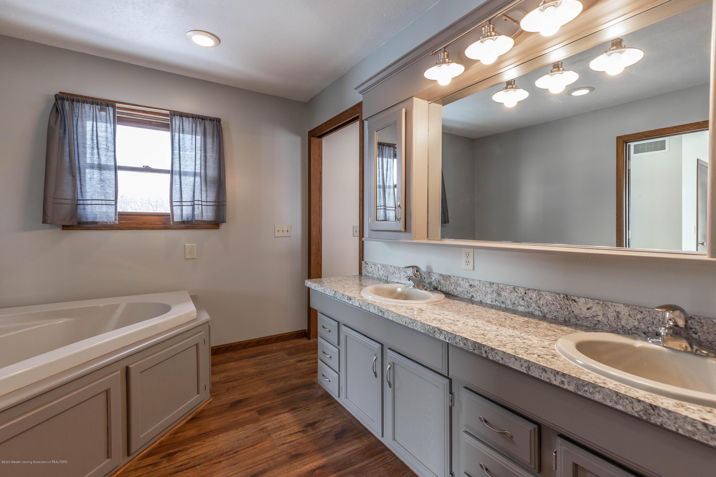6111 S Morrice Rd - Master Bathroom - 22