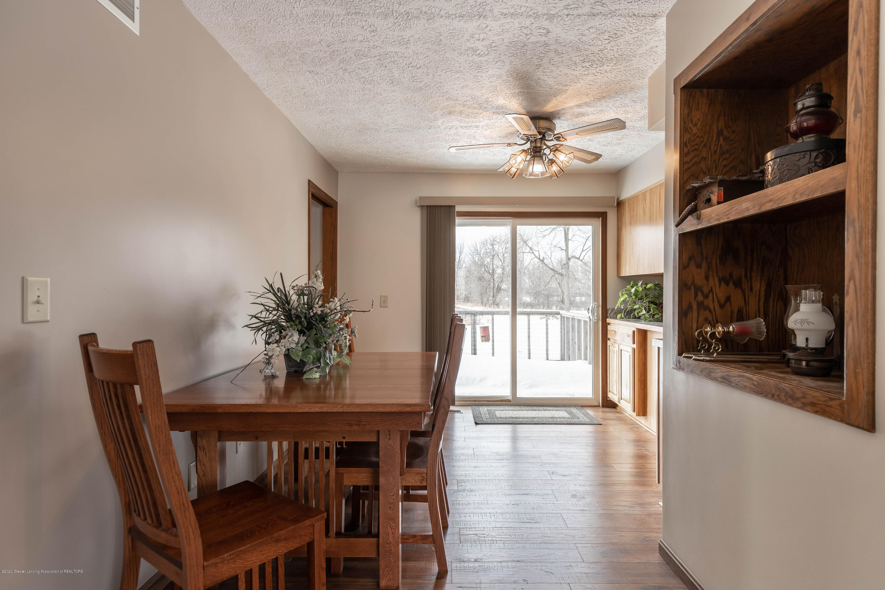 6111 S Morrice Rd - Dining Area - 6