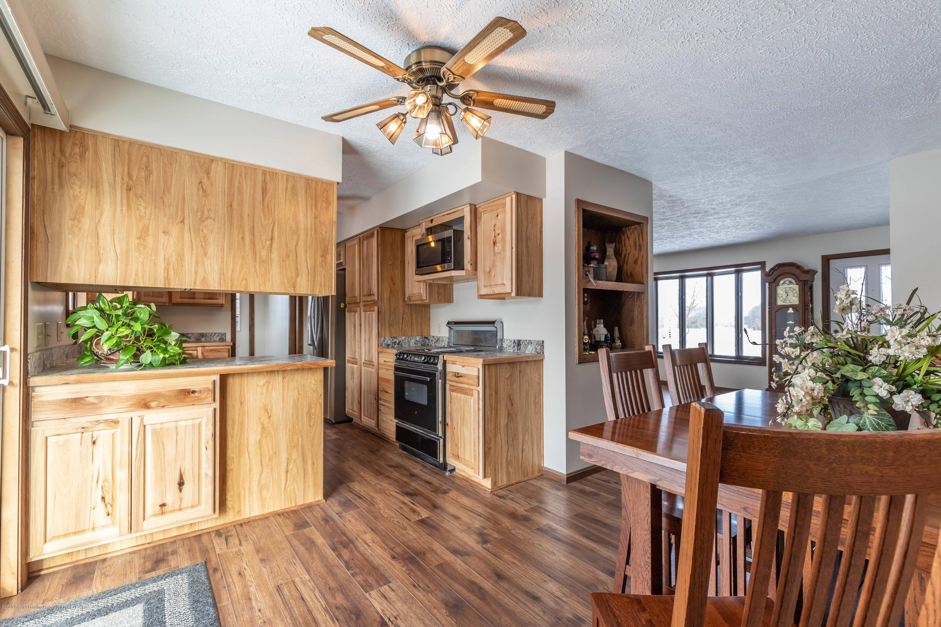 6111 S Morrice Rd - Dining Area - 8