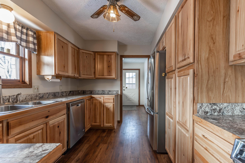 6111 S Morrice Rd - Kitchen - 10
