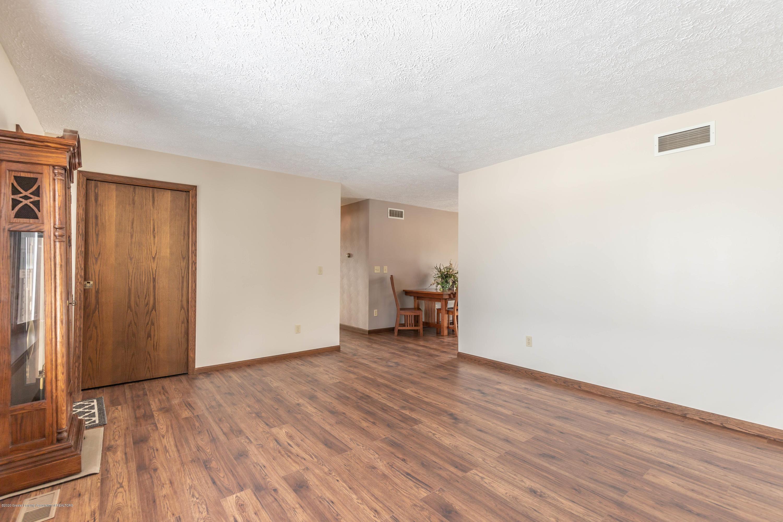 6111 S Morrice Rd - Living Room - 5