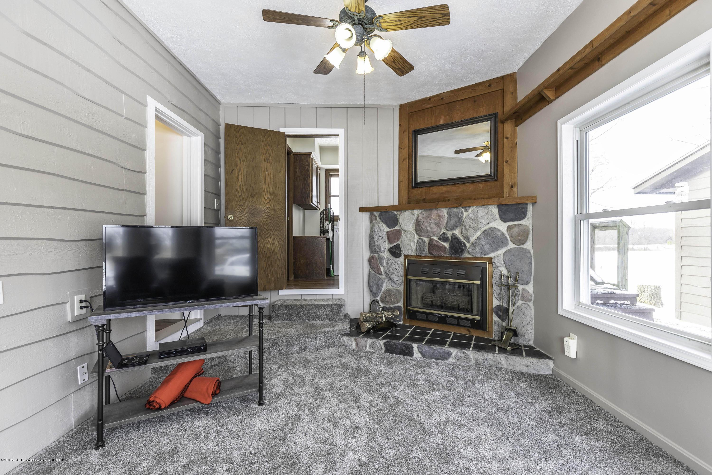 6111 S Morrice Rd - Family Room - 16