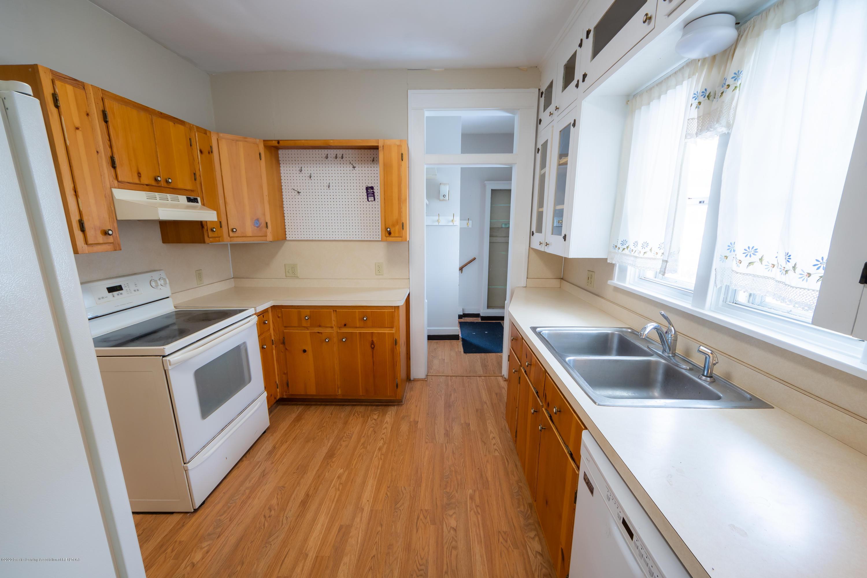 922 E Michigan Ave - Kitchen (1) - 10