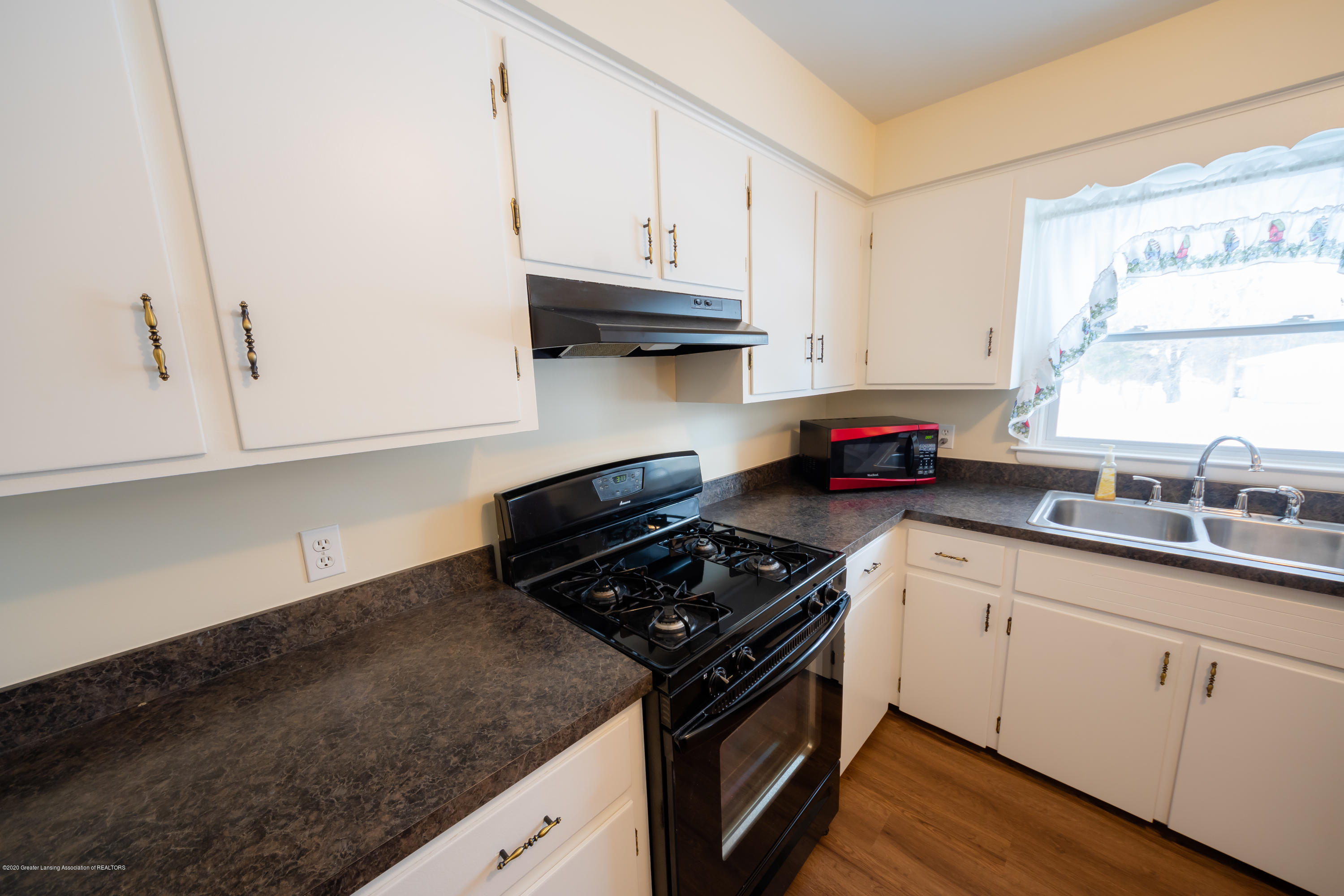 1480 W Herbison Rd - Kitchen - 8