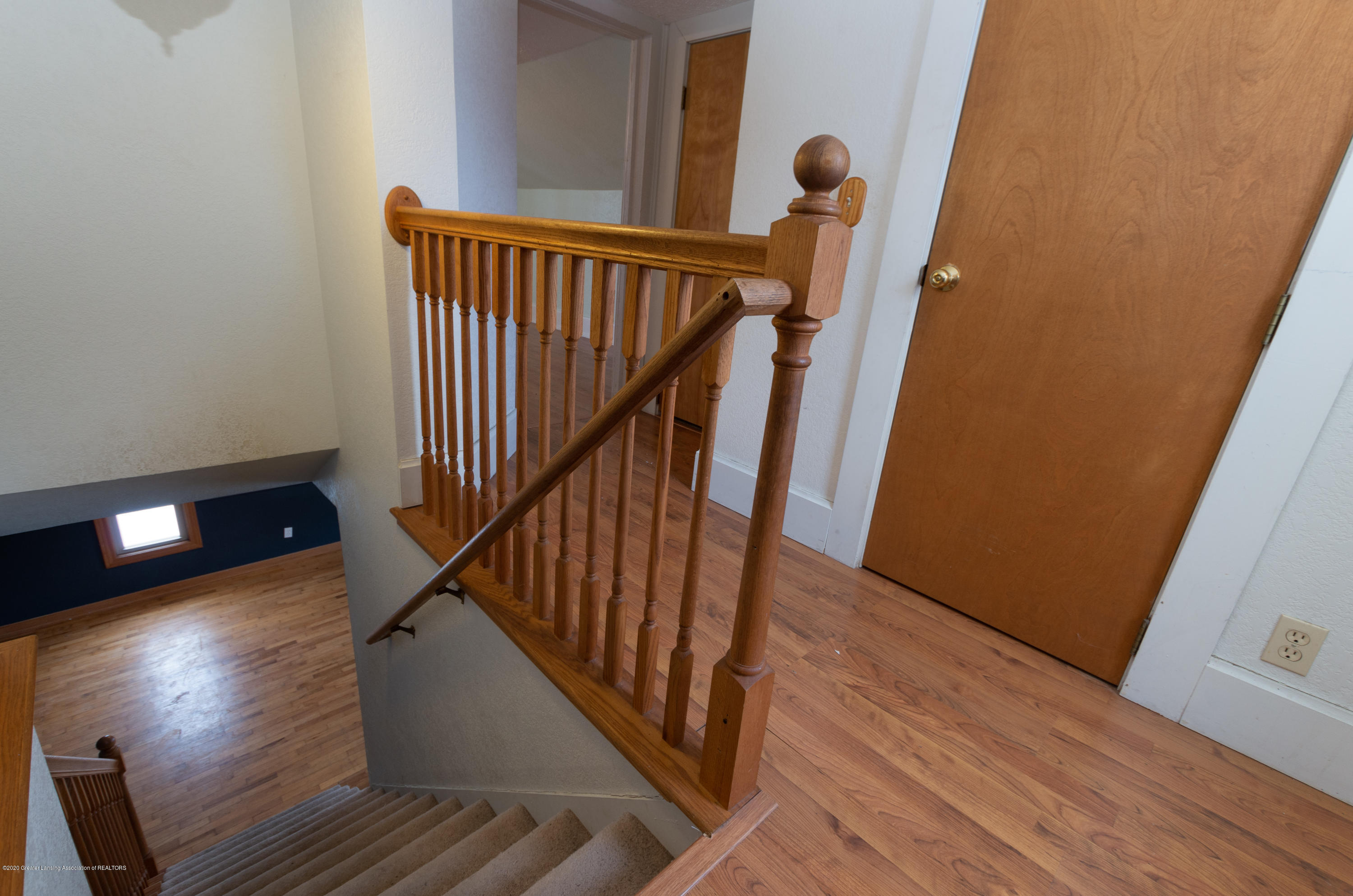 515 Taylor St - Upstairs landing - 20
