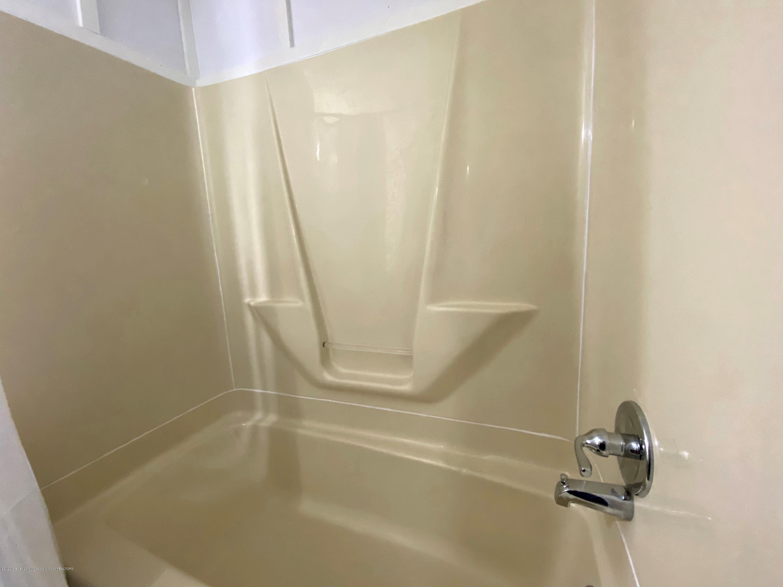 5676 Shaw St - Full Bath - 17