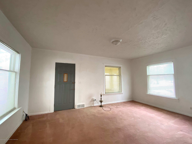 5676 Shaw St - Living Room - 9
