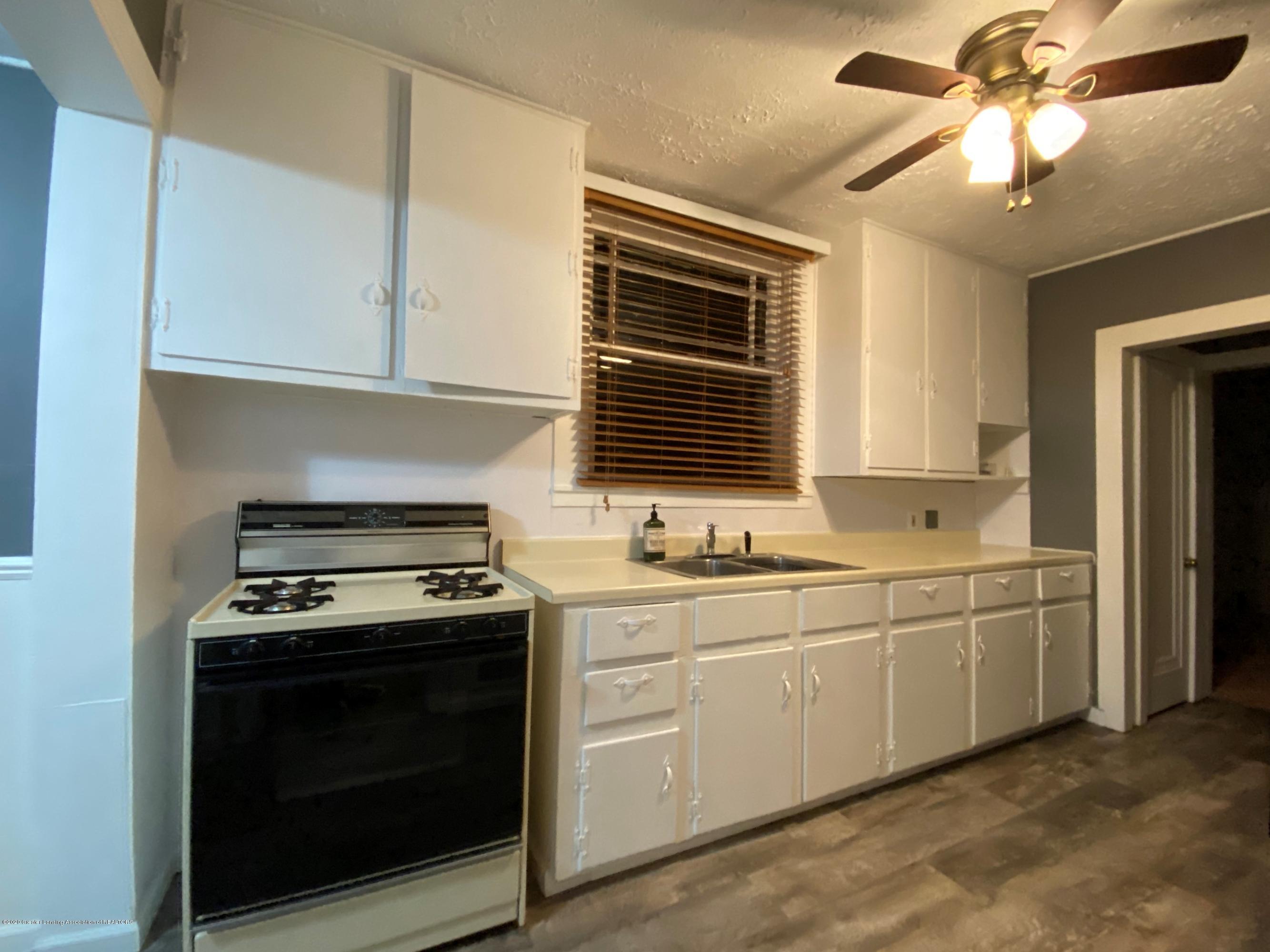 5676 Shaw St - Kitchen - 4