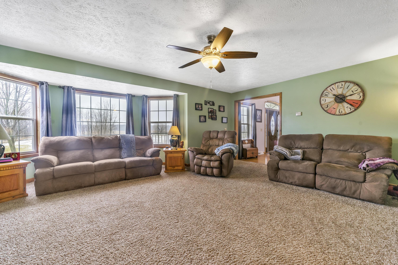 2471 E Braden Rd - Living Room - 5